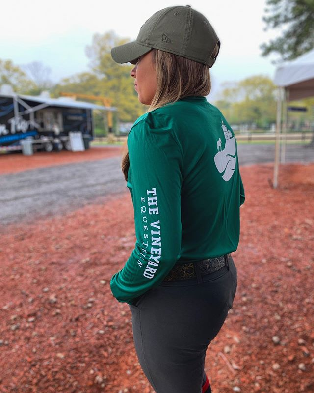 ✨this just in!✨ a gorgeous forest green tech long sleeve with a dainty v-neck? We. Are. In. Love. We're at #fieldstoneshowpark all next week with @theequestrianshop - see you there! . . . #thevineyardequestrian #equestrian #rootd #equestriangear #barnlifeisthebestlife #newenglandlife #equestrianstyle #equestrians #equestrianlife #equestrianfashion #marthasvineyard #new