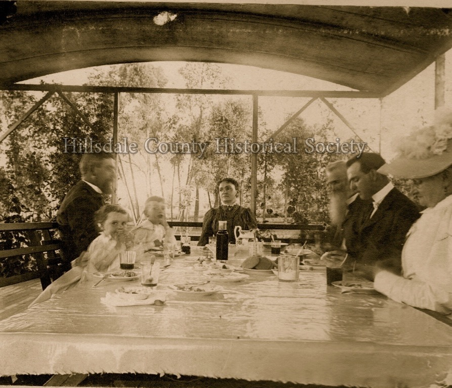 florentine, Chauncey, sr., chauncey, jr., louise, father (f.W.), fred, mother (Mina). (according to the caption on the original photo)