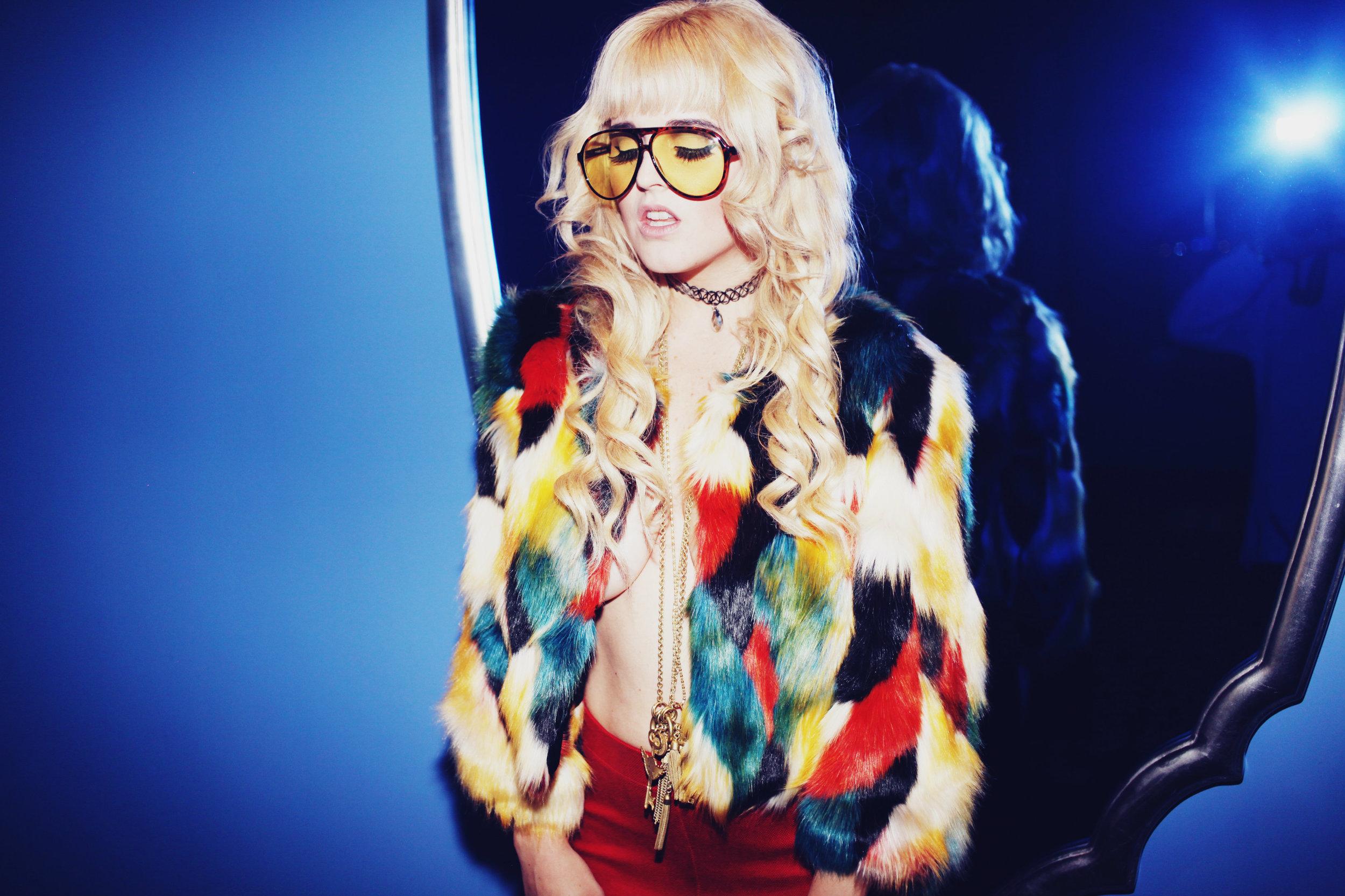 """New York is for Lovers"" - http://virgingoldcult.com/i-hate-blonde/"