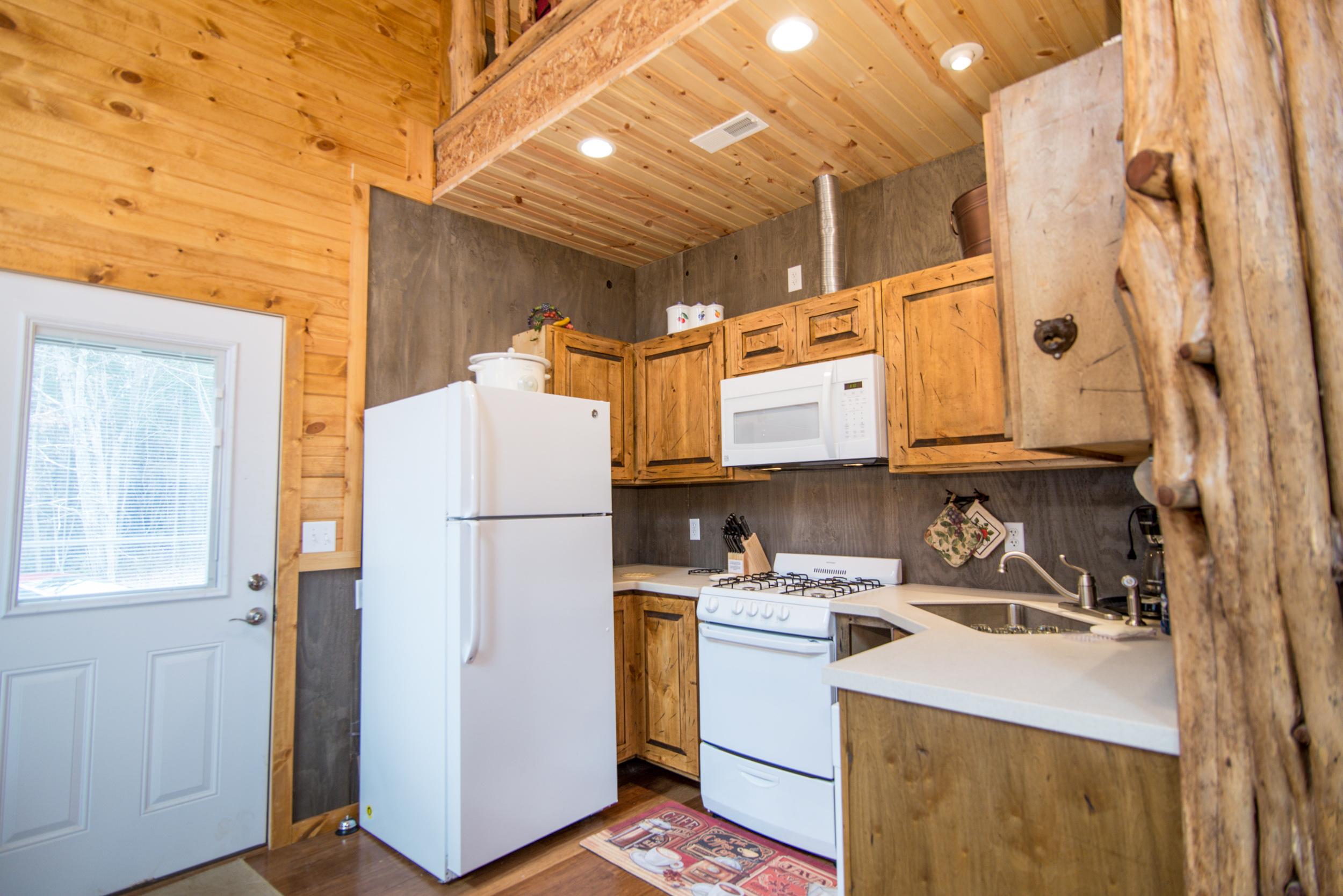Hopewell Croft Kitchen - Adams County Cabin Rental