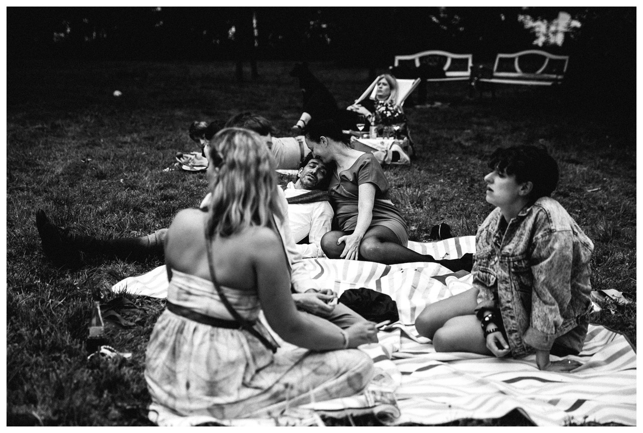 hochzeitsfotograf-berlin-herrenhaus-vogelsang-hochzeitsreportage-picknick_48