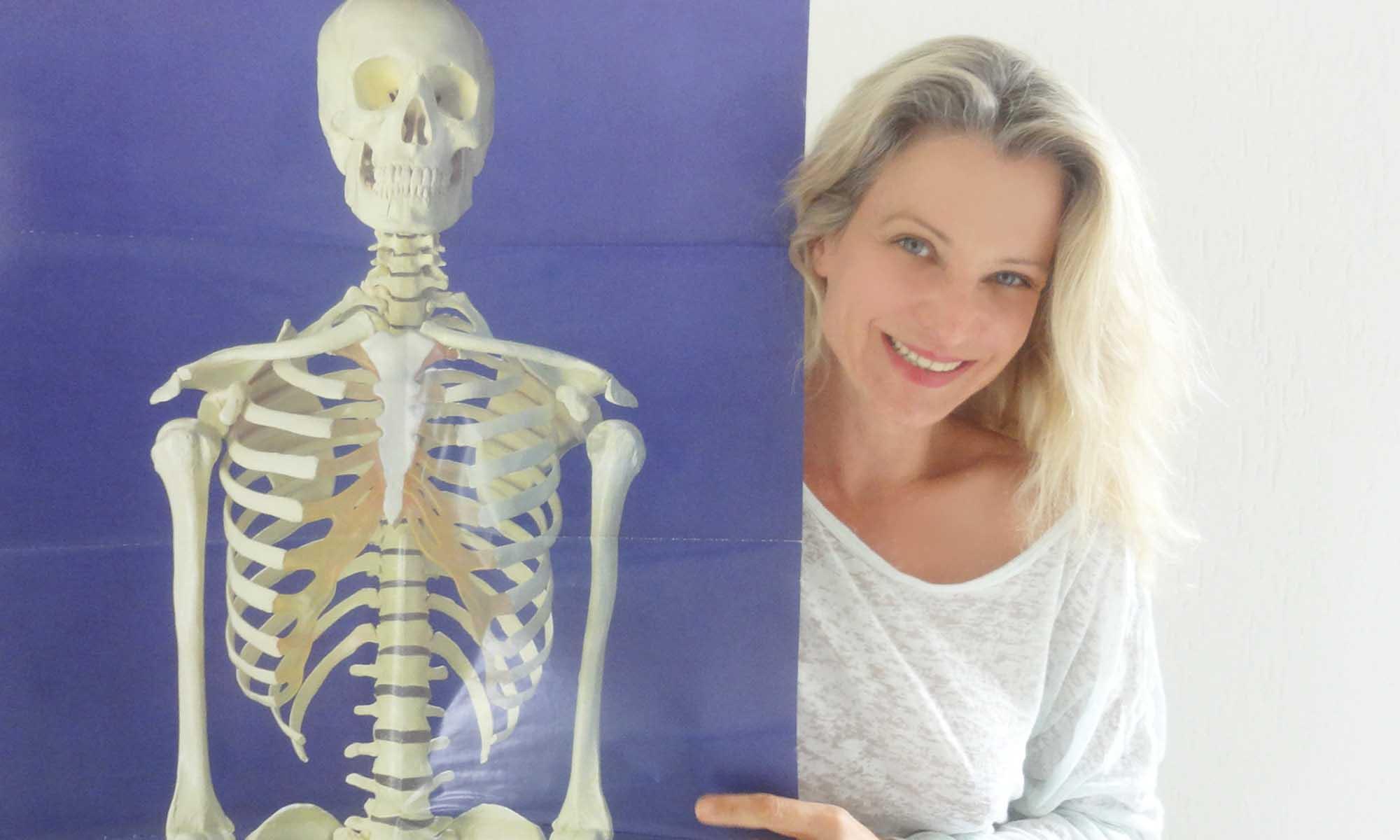 """In Deiner Yogapraxis kann die Vorstellung einer normierten Ausprägung Deiner Anatomie als """"inneres Bild"""" zum Stolperstein in Deiner Praxis werden."""