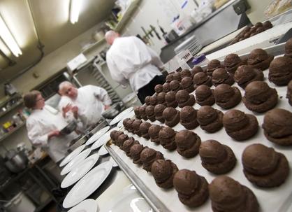 pastries-chefs-2016146.jpg