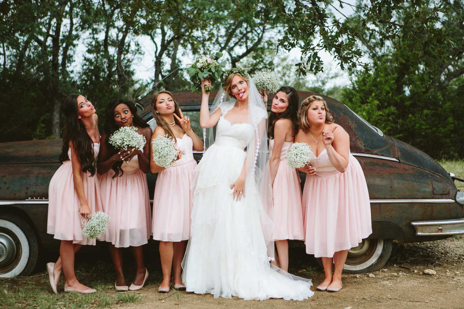 Fun Bride and Bridesmaids | Lisa Woods Photography