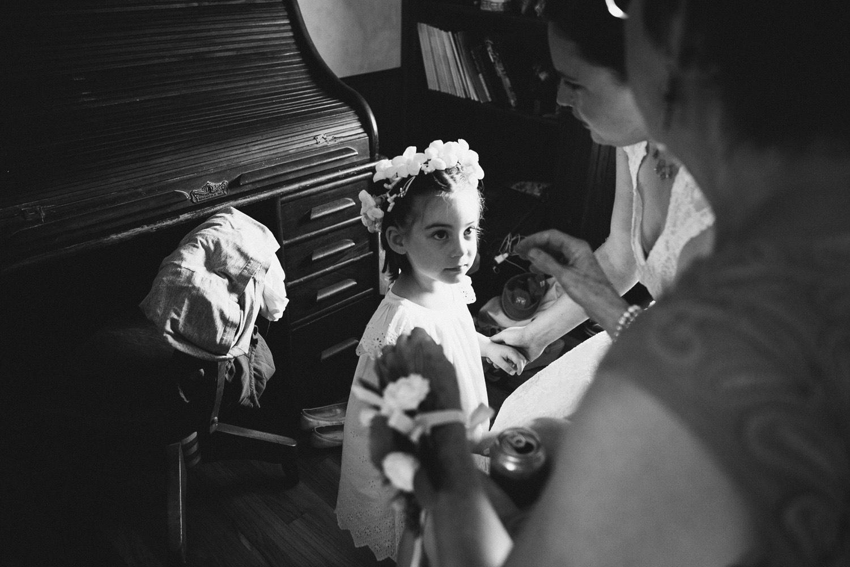 Flower Girl Prep   Lisa Woods Photography