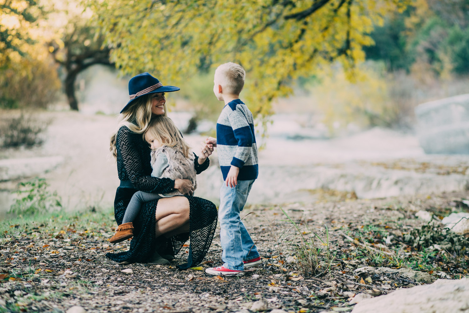 Stylish Family Fall Portrait Session | Bull Creek Austin, Texas | Lisa Woods Photography