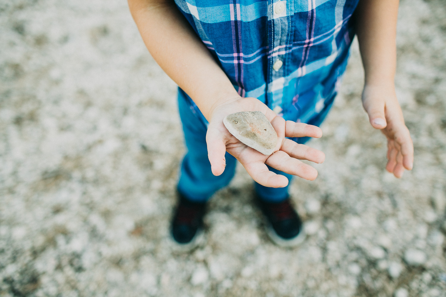 Skipping Rocks Activity for Family Portraits | Lisa Woods Photography