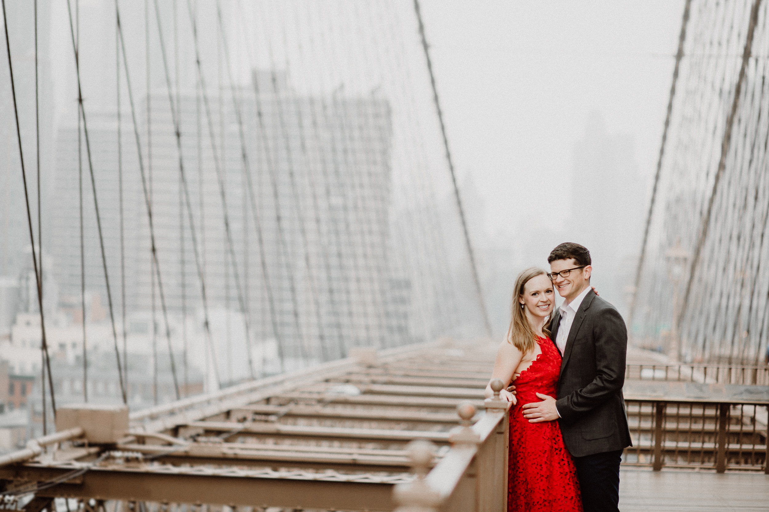 engagement session at brooklyn bridge new york