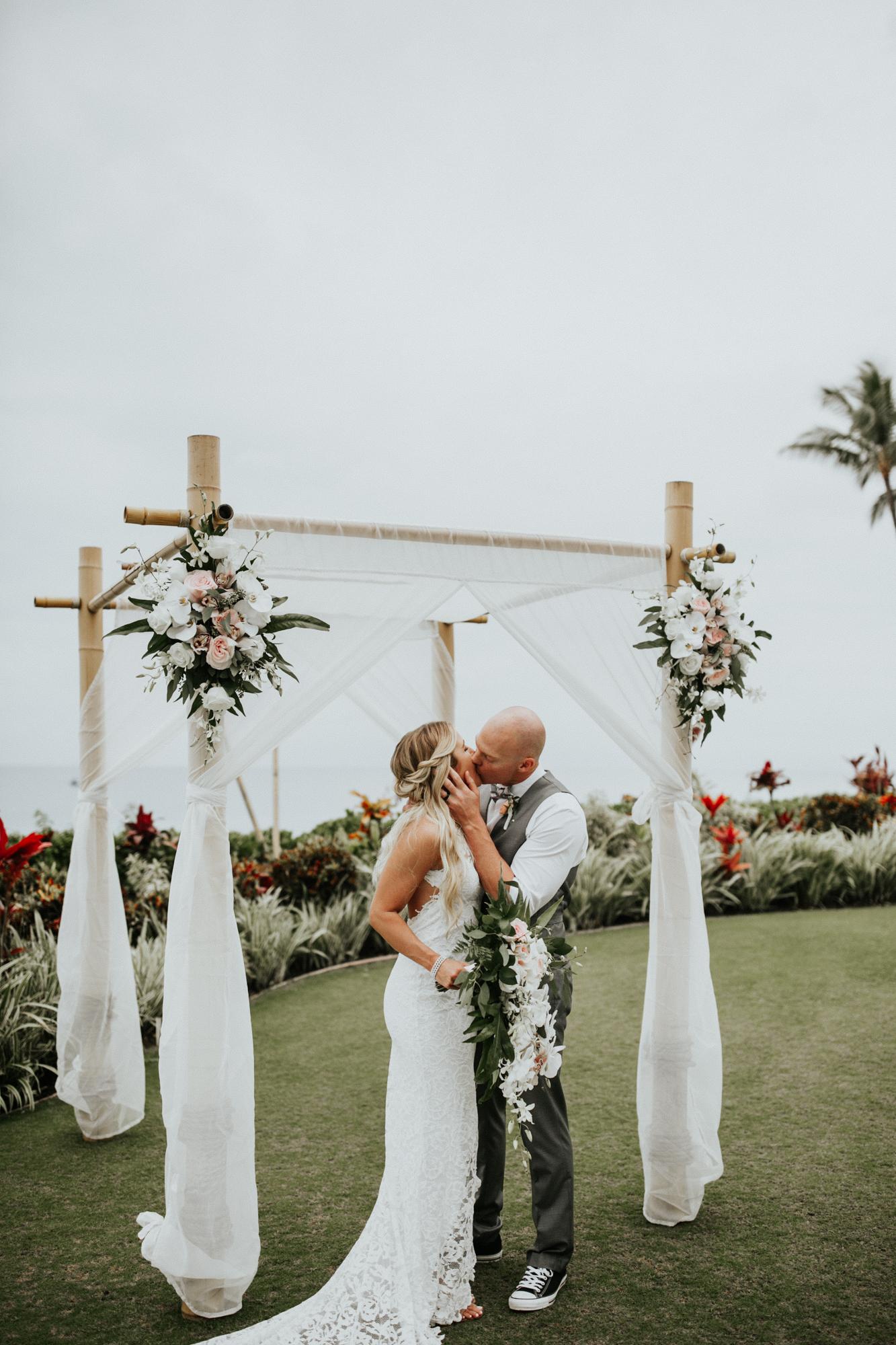 destination-wedding-photographer-hawaii-maui-elopement-59.jpg