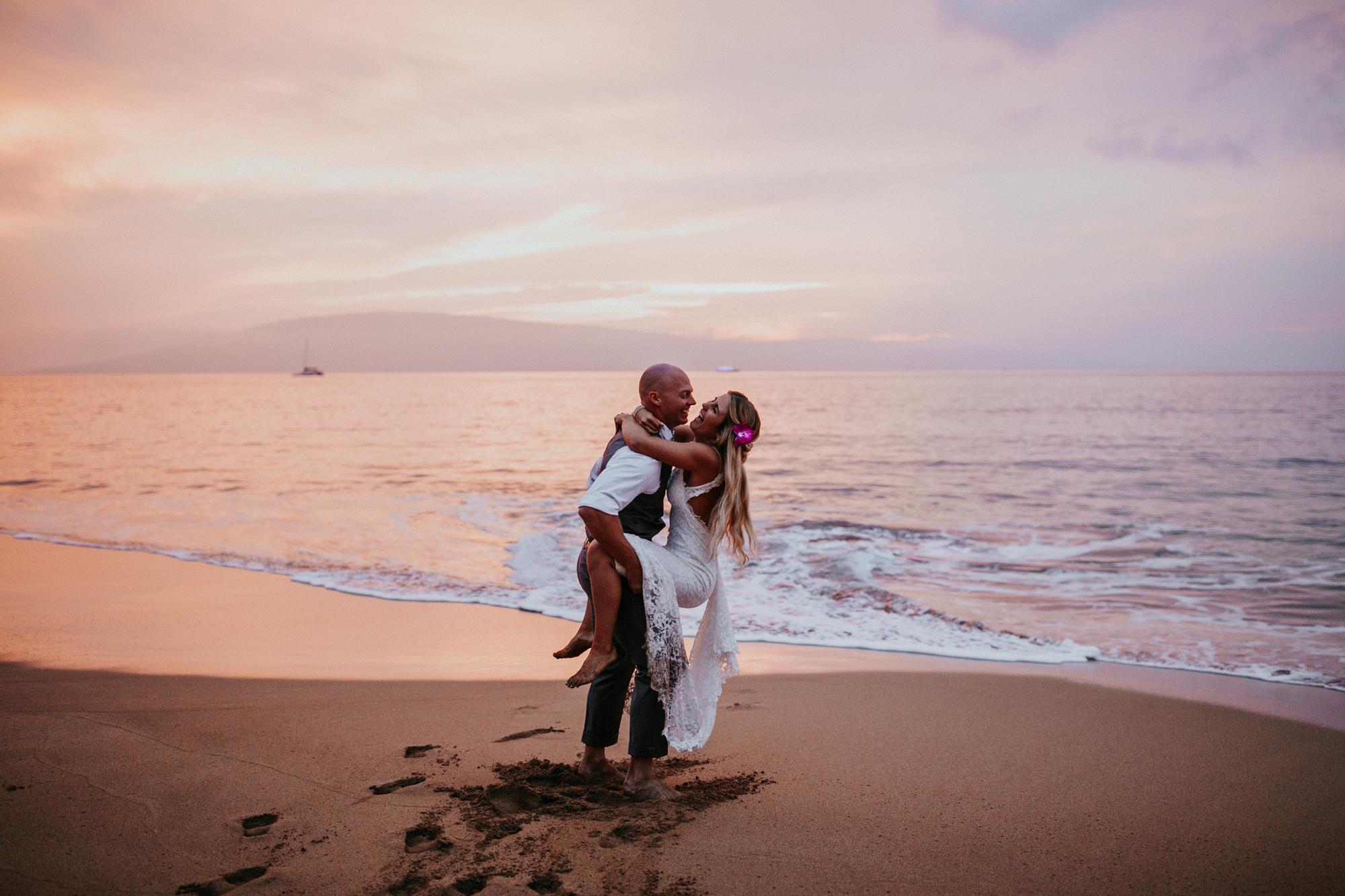 destination-wedding-photographer-hawaii-maui-elopement-108.jpg
