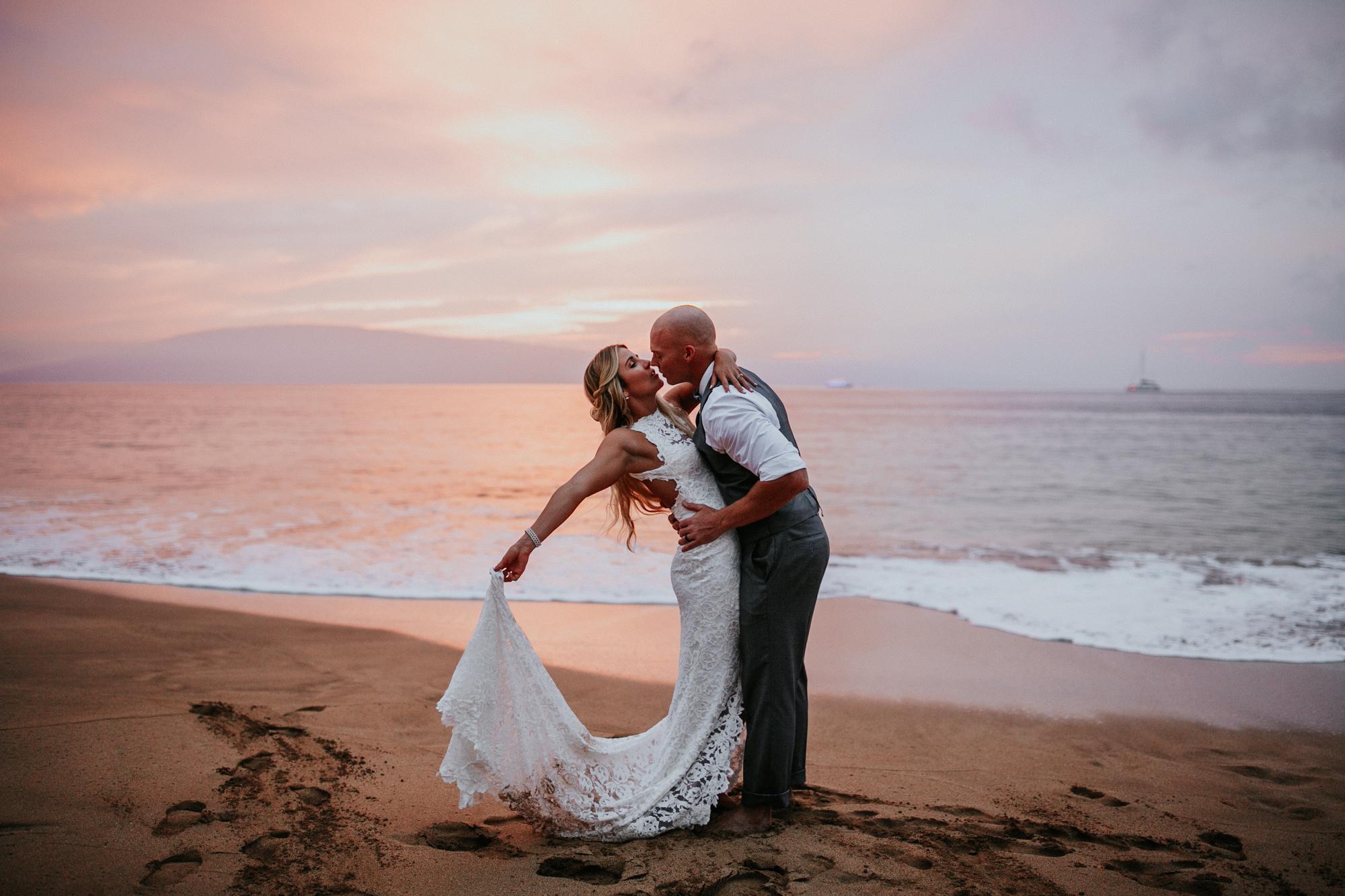 destination-wedding-photographer-hawaii-maui-elopement-110.jpg