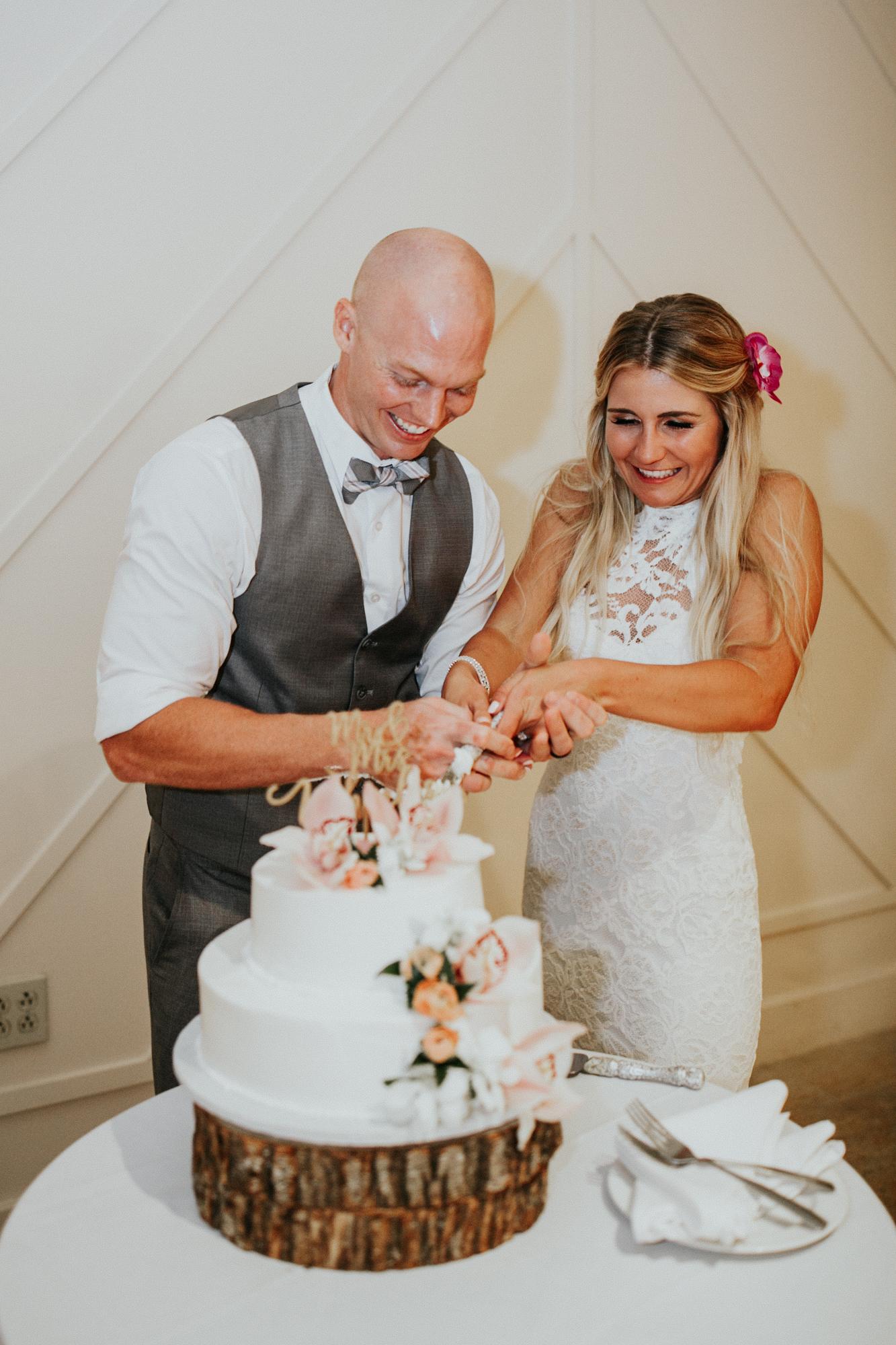destination-wedding-photographer-hawaii-maui-elopement-116.jpg