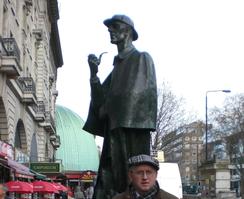 Sherlock Holmes statue, Marylebone Rd., London, UK (Mar 2008)
