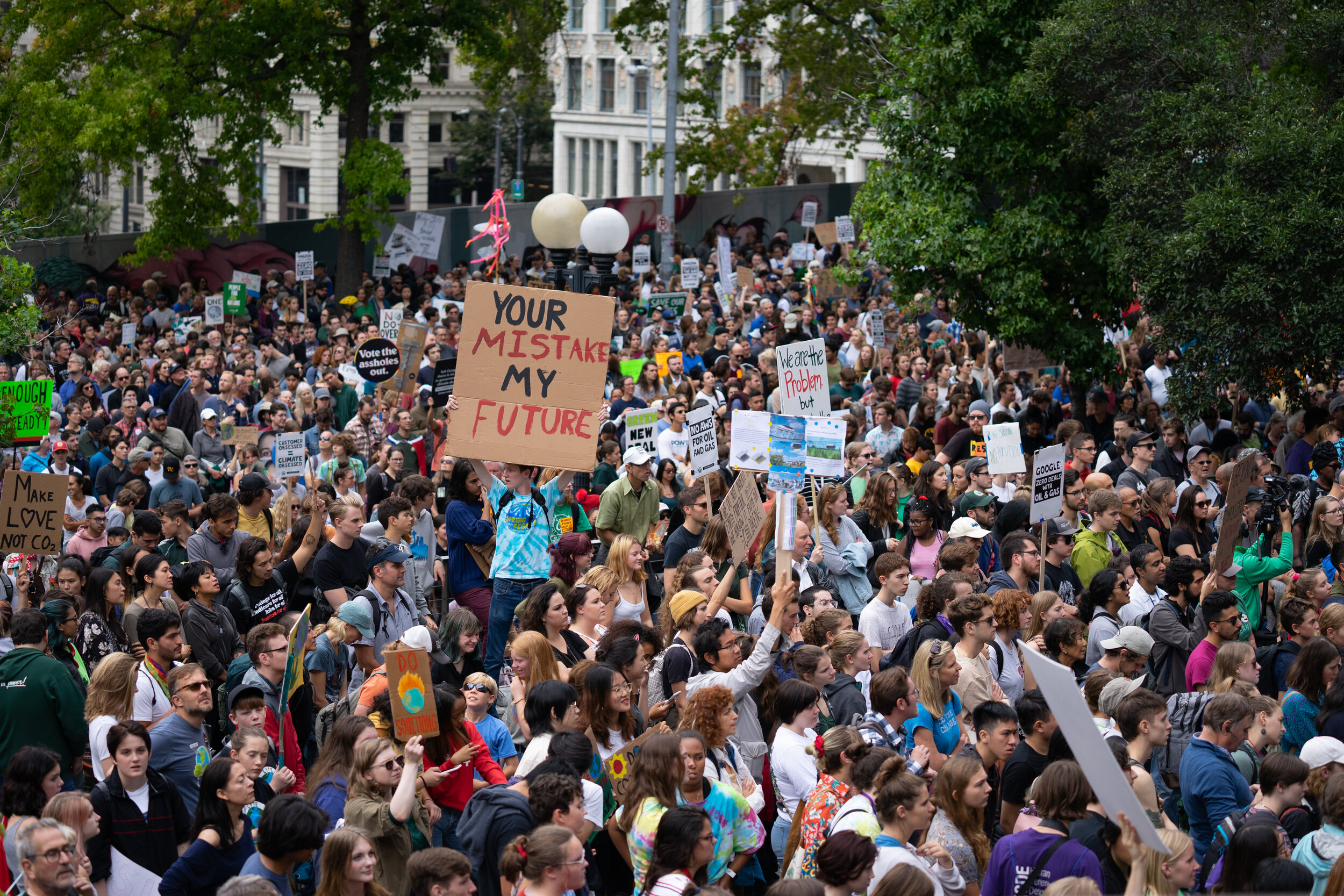 A crowd of demonstrators gathers outside of City Hall during the Global Climate Strike in Seattle, Washington, U.S., on Friday, Sept. 20, 2019. (Bloomberg)