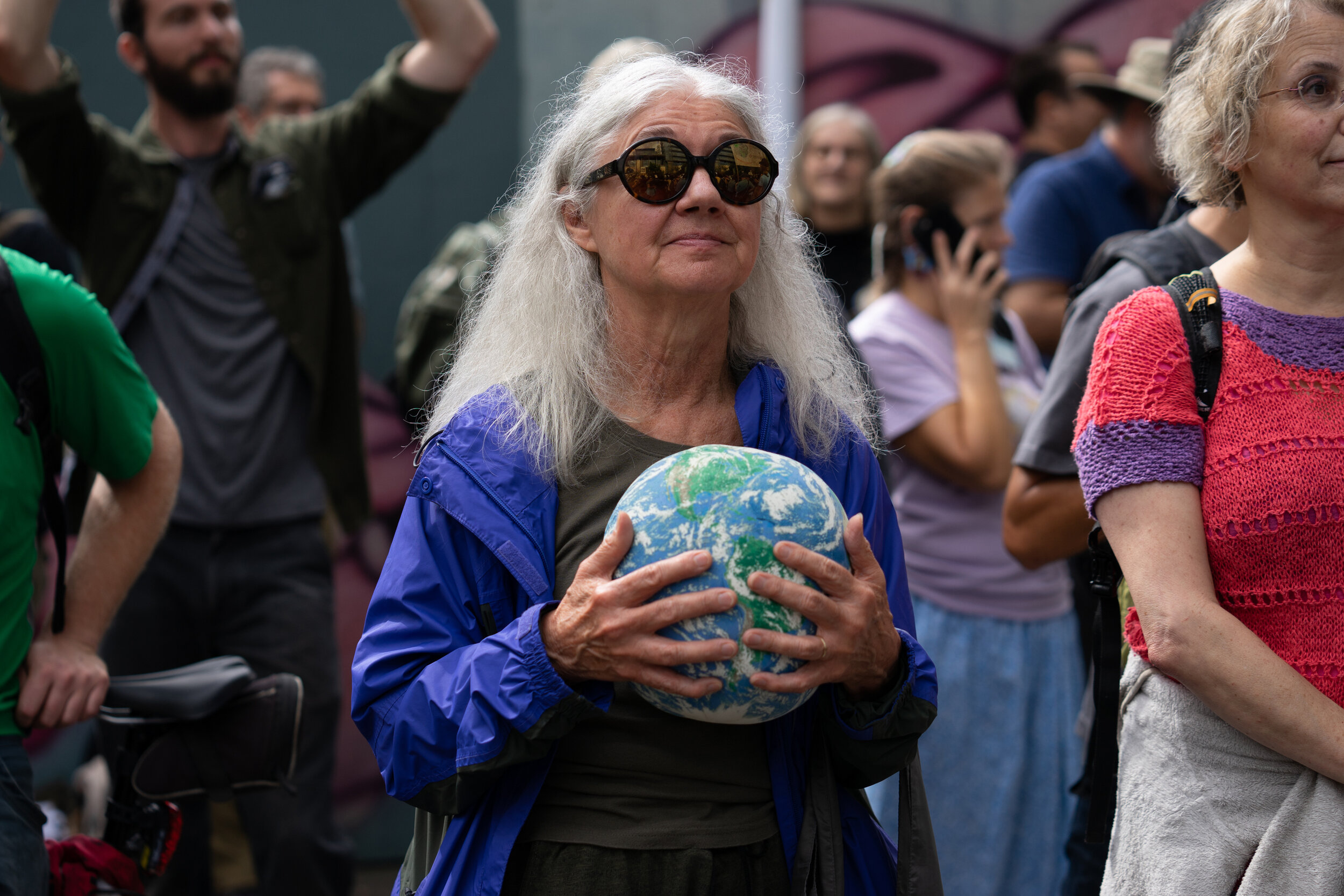 A demonstrator holds an inflatable globe while listening to speakers at City Hall during the Global Climate Strike in Seattle, Washington, U.S., on Friday, Sept. 20, 2019 (Bloomberg)