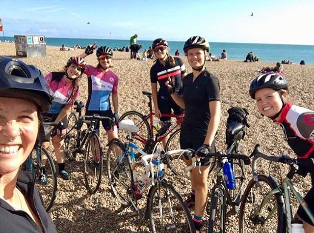 LVCCC ladies riders that wound up on Brighton beach today 🚴♀️ 📸 Courtesy of @hunter5.1 . . . #londonvelo #ldnvelo #deptford #londonvelocafecc #lvccc #cyclingclub #cycleclub #brighton #sundaysocial #rideyourbike #outsideisfree #attacuscycling