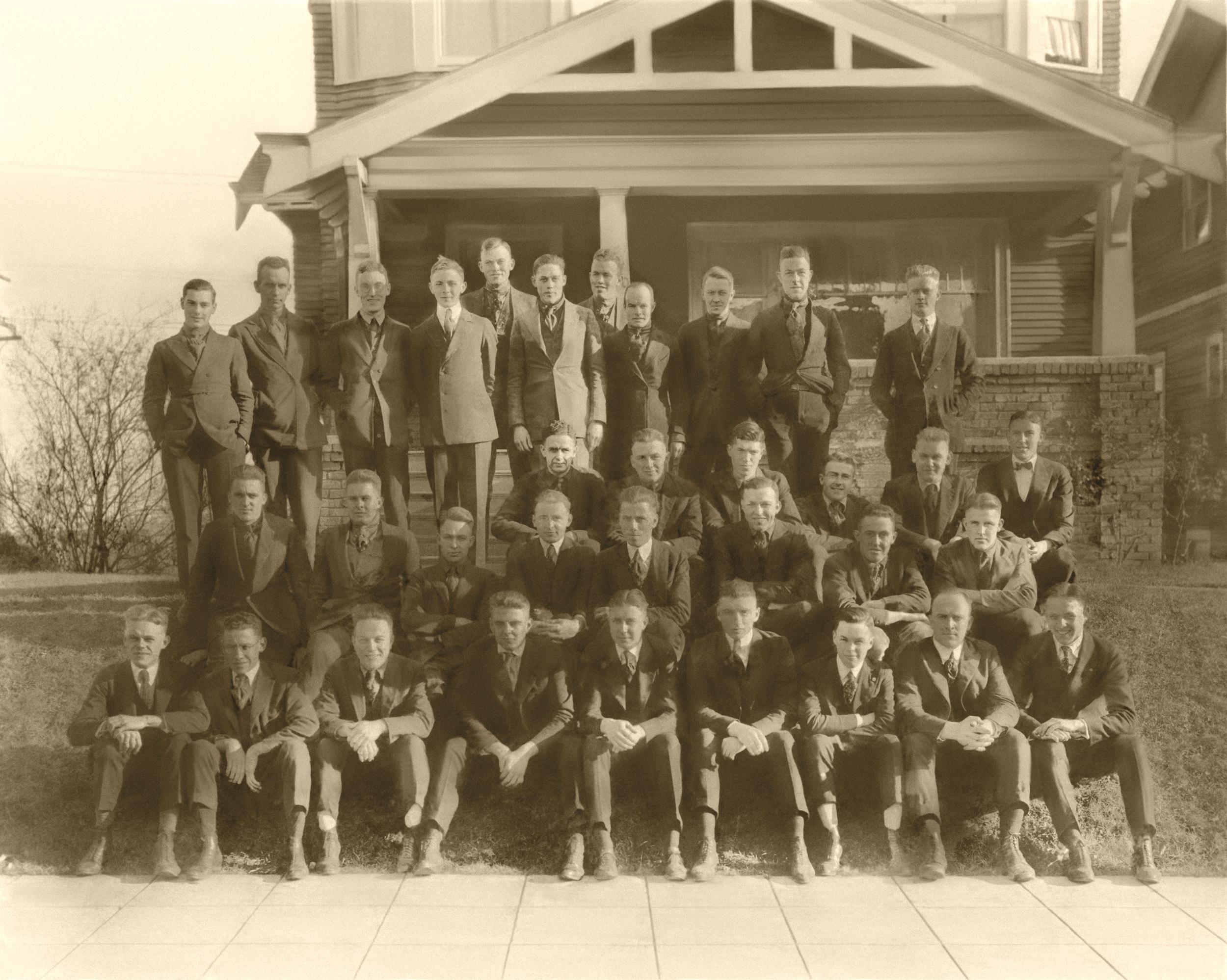 Class Picture 1919-1920 (Theta Chi local).jpg