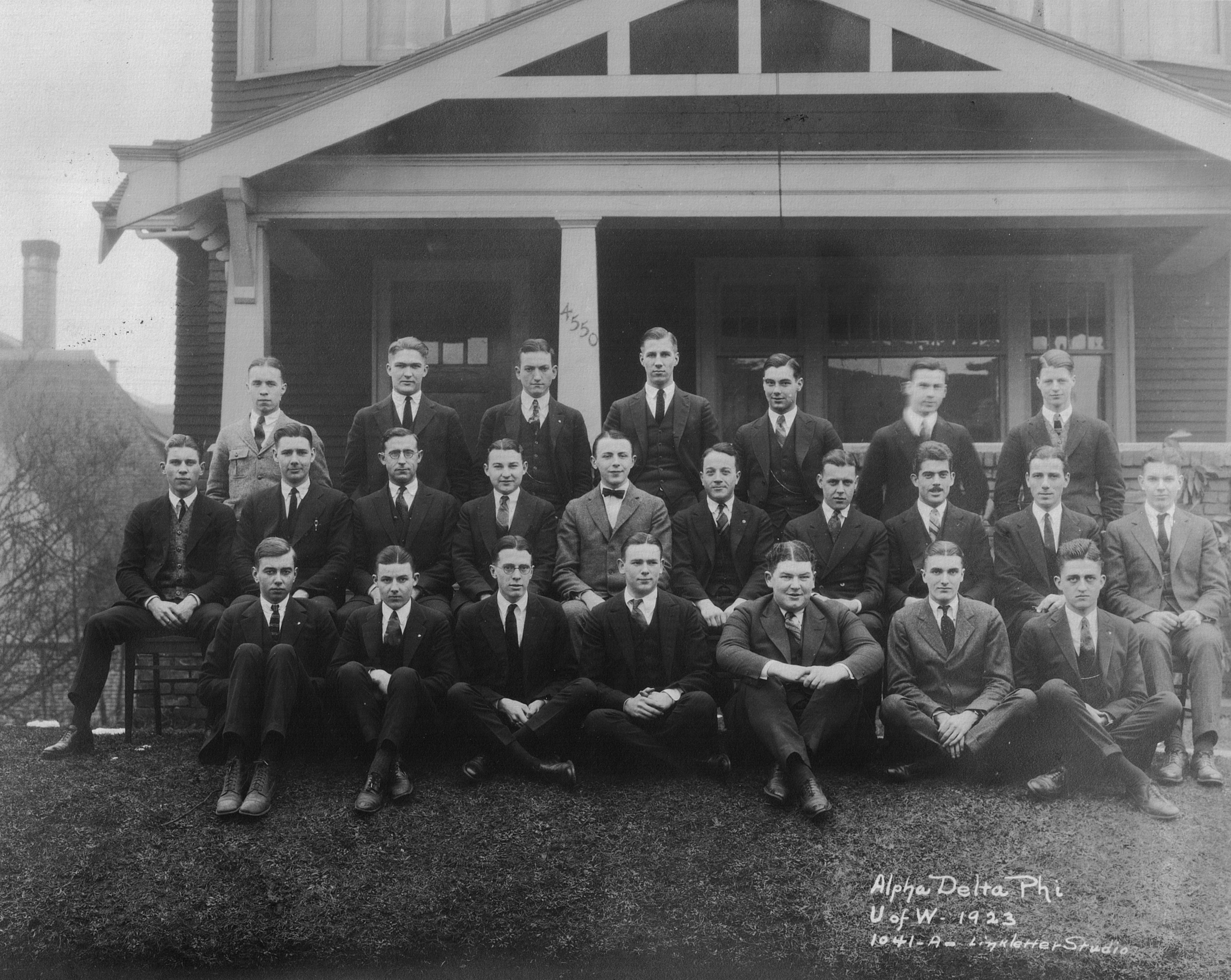Class Picture 1923.JPG