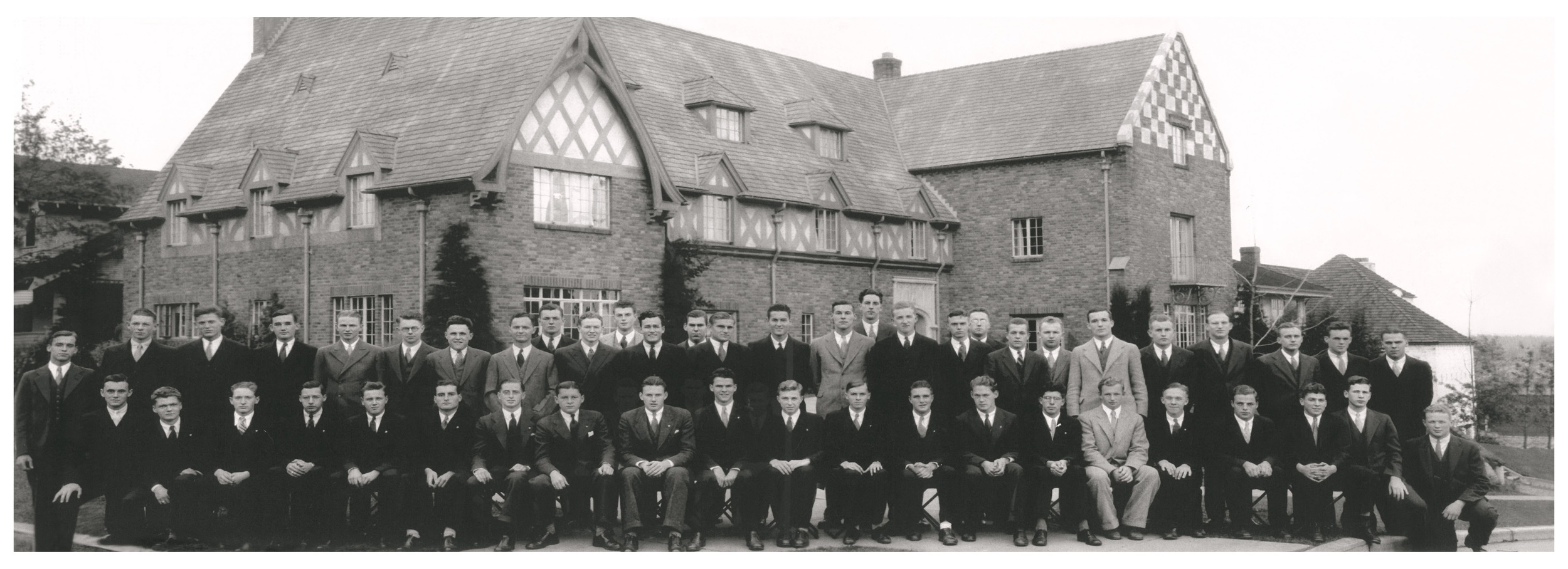 Class Picture 1932-1933.jpg
