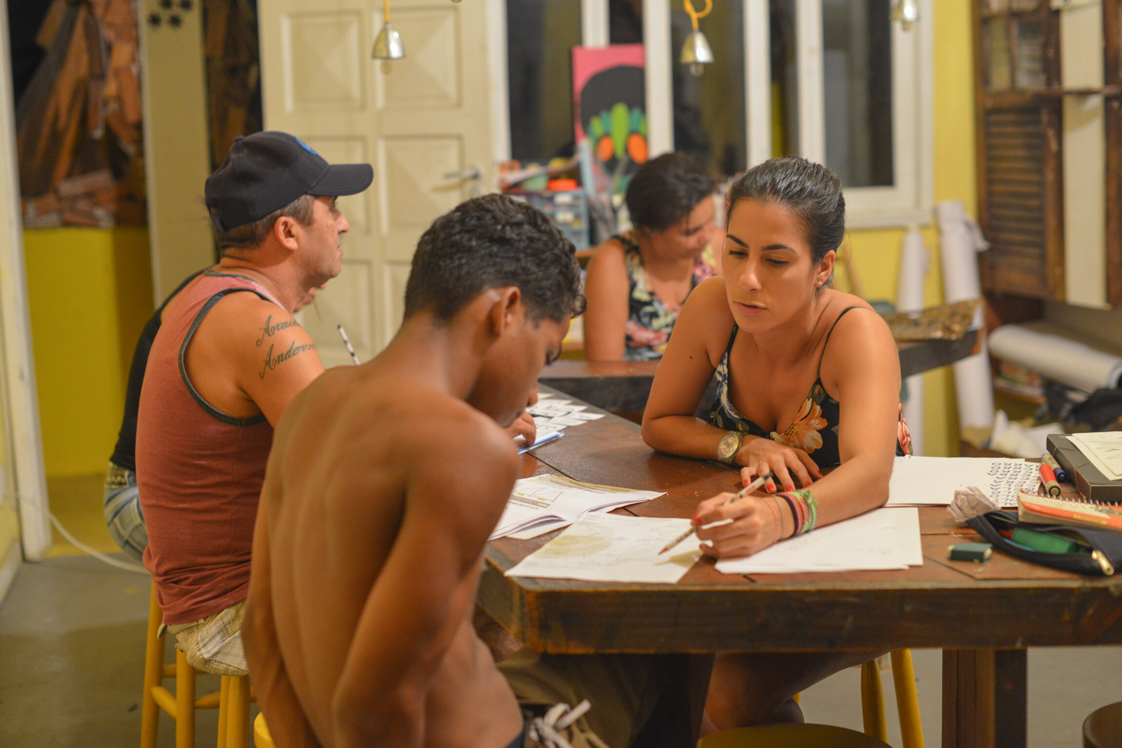 Bianca Whately - Adult literacy and multidisciplinary learning   Passionate about teaching and - even more so - learning, sharing and adding to people who also believe that even the moon is not the limit when we are and do for each other.  Professor at the Fluminense Federal University (UFF) and collaborator in adult literacy and multidisciplinary learning at Casa Amarela.