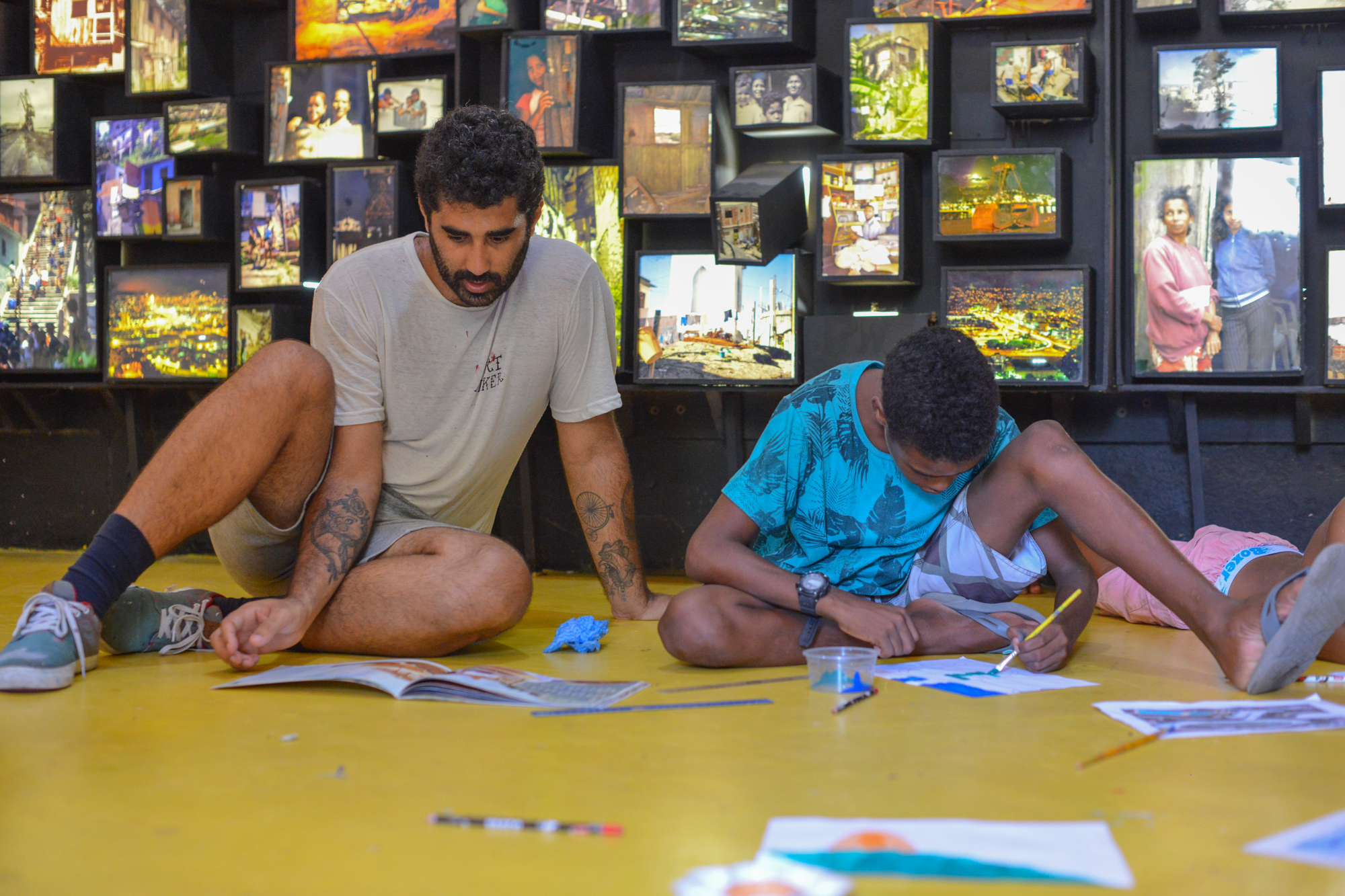 Cazé - Art and Illustration   Fernando Sawaya (Cazé) is a multimedia artist with a strong representation in the urban, scenery of Rio de Janeiro. He has been using the street as his support for 15 years. Formed in design and inclined in art, he gives classes e creates project with socio-cultural centers.