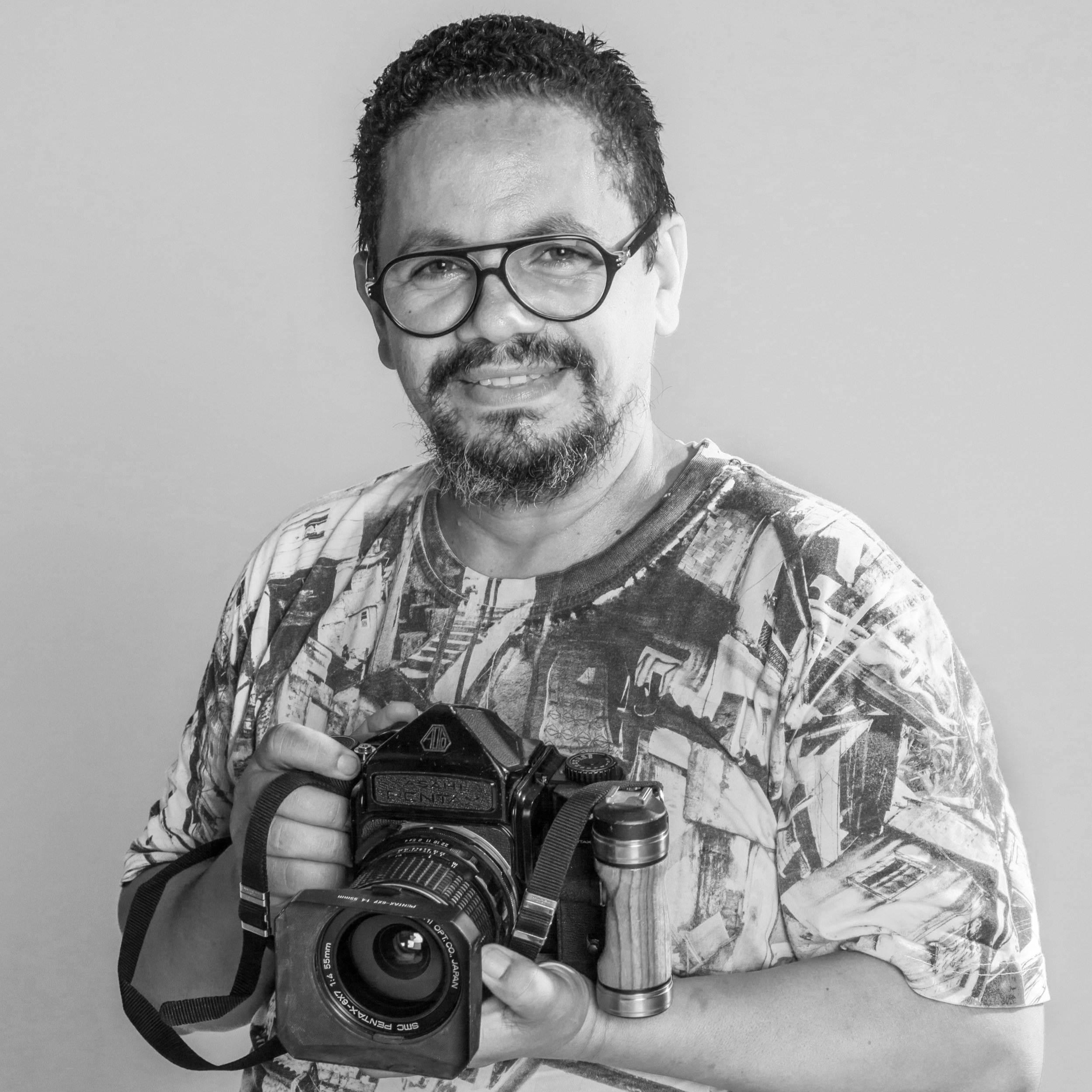 Mauricio Hora    Founder   Local photographer and resident of Morro da Providência, Mauricio Hora created Casa Amarela with JR following the project  Women Are Heroes,  in which   he collaborated. Mauricio uses photography to document the life in conflicted areas, and his projects have been known internationally. With more than 20 years of dedication to photography and his knowledge of the community, Mauricio also helps in communicating with its residents and spread the word about the work that is being done at Casa Amarela Providência.