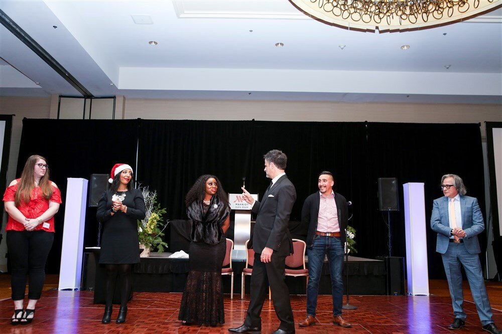 General Sessions - How can you guarantee attendees are alert and fully-engaged to give you the maximum ROI?An interactive and entertaining performance will provide focus when it is most needed and set the tone for a productive, immersive experience for your attendees all day long.