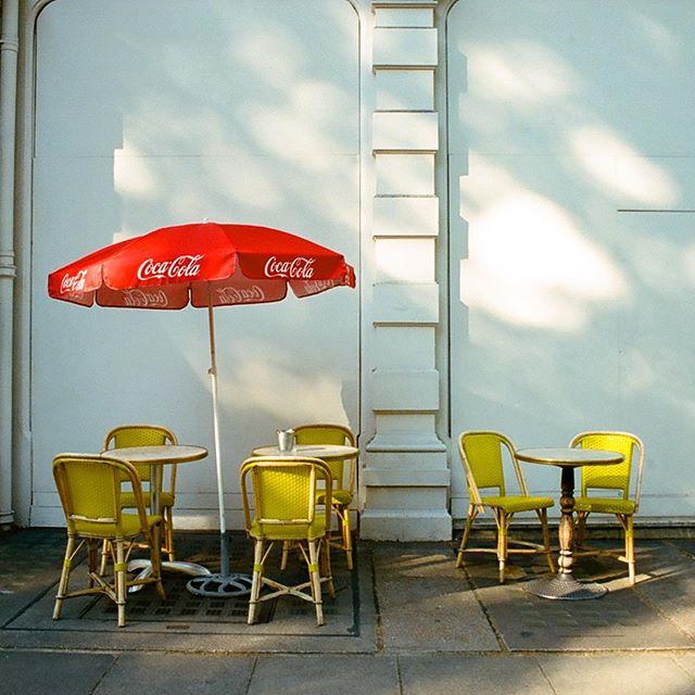Costa del London Victoria ☀️🏖#porta400 . . . . . #vsco#documentaryphotography#streetphotography#streetdreamsmag#broadmag#photosociety#thecreatorclass#vscocam#streetphotgrafy#peoplescreatives#hurtlamb#street_life#chasinglight#artofvisual#naturallight#capturethelight#rentalmag#streetphotographyinternational#35mm#35mmphotography#filmisgod#filmisnotdead#filmisgood