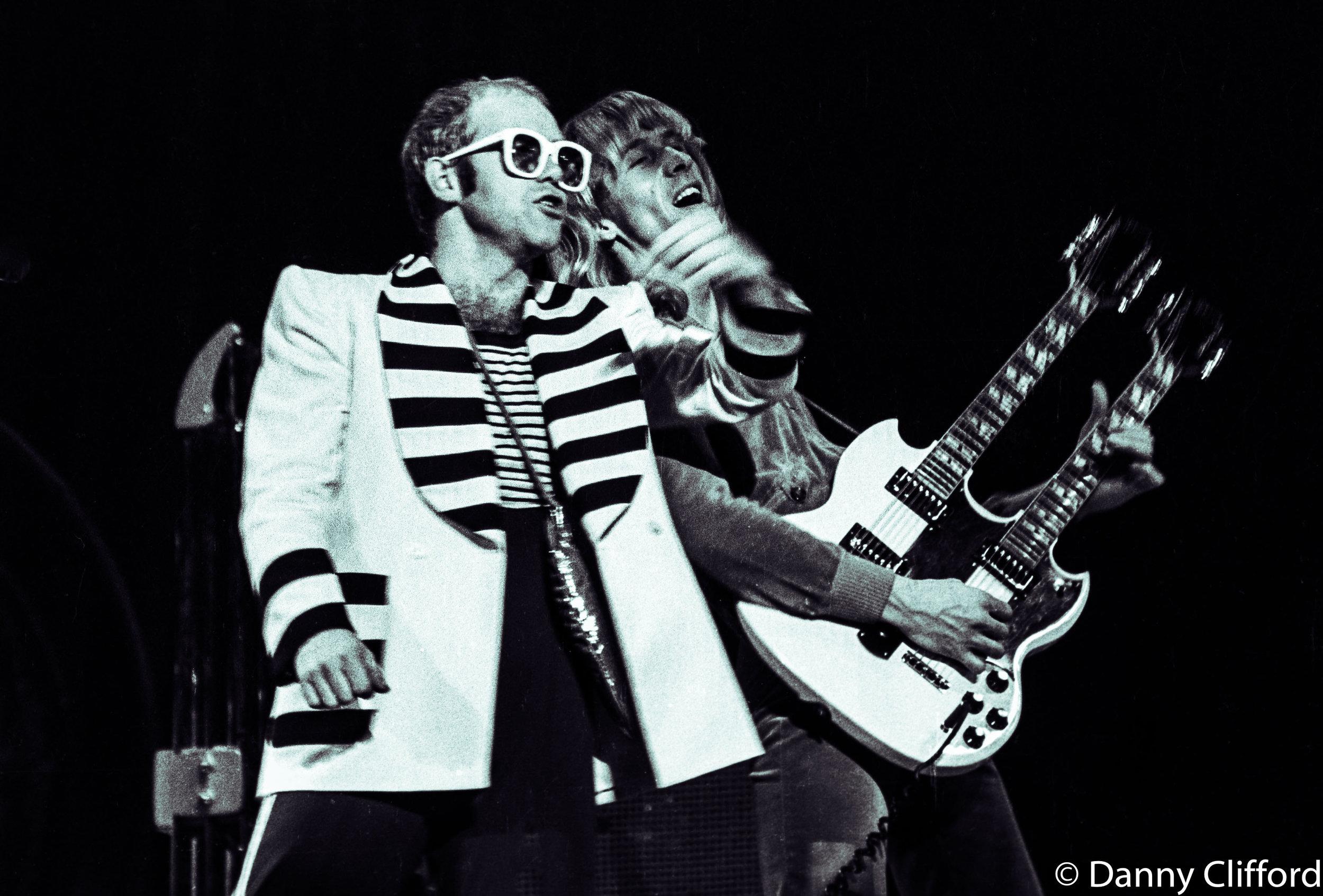 Elton John July 1976 -12.jpg