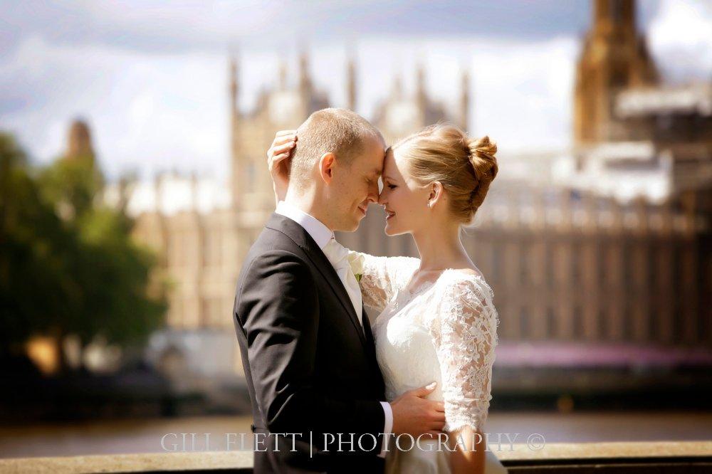 houses-parliament-bride-groom-summer-wedding-gillflett-photo.jpg
