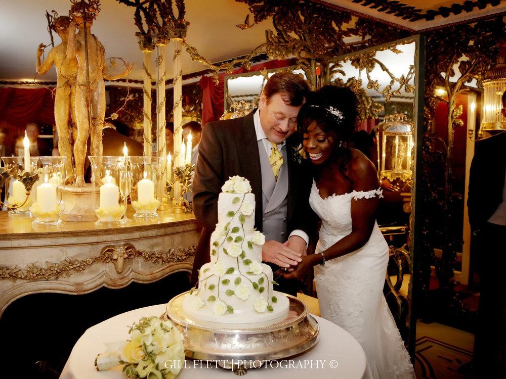 dorchester-penhouse-cutting-cake-mature-interracial-dorchester-wedding-gillflett-photo-london.jpg