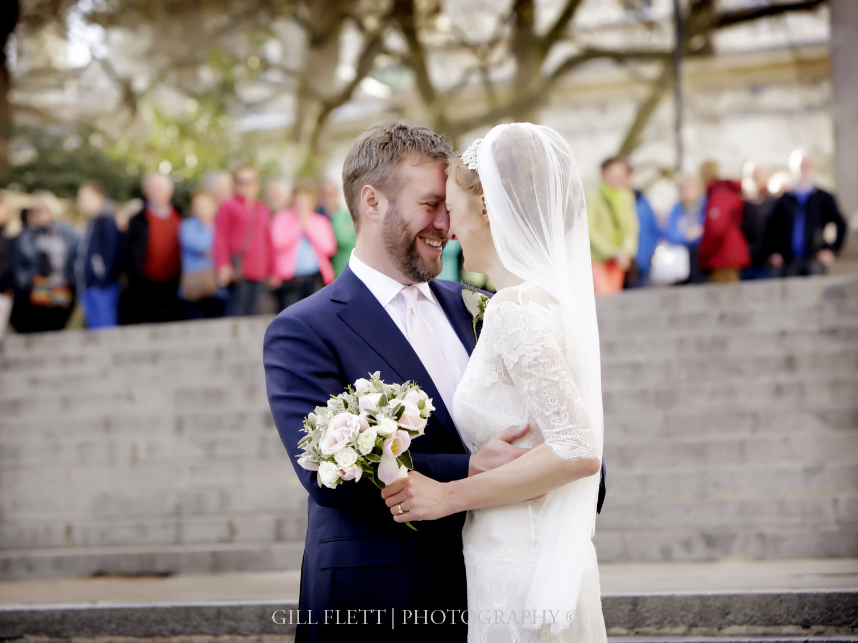 Carlton-House-Terrace-bride-groom-stairs-gillflett-photo.jpg