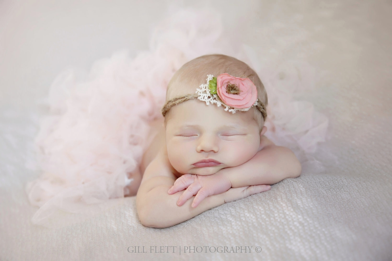head-in-hands-newborn-girl-headtie-gillflett-photo_img_0011.jpg