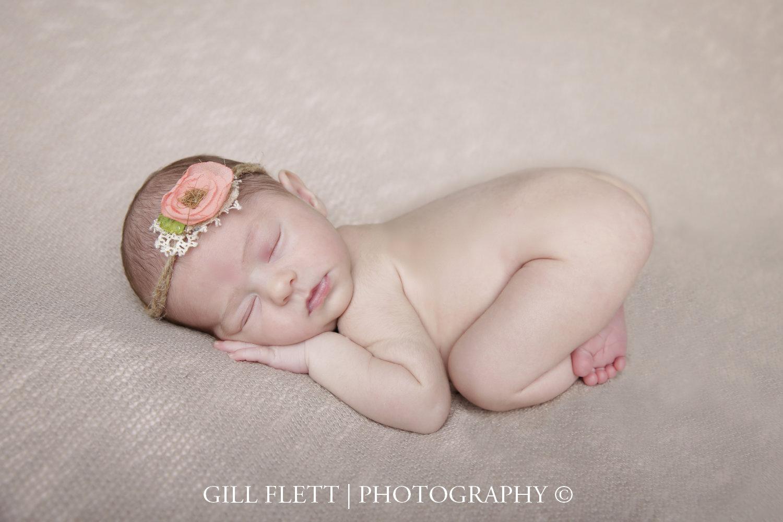 newborn-girl-side-pose-gillflett-london_img_0009.jpg