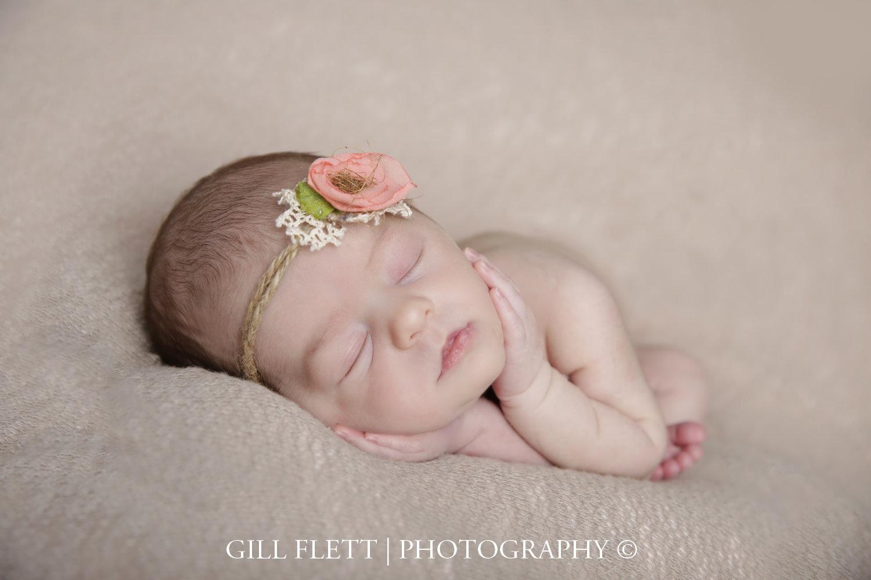 tacco-pose-newborn-girl-photo-gillflett-london_img_0012.jpg