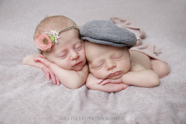 newborn-fraternal-twins-hat-tieback-head-hands-pose-gillflett-london.jpg