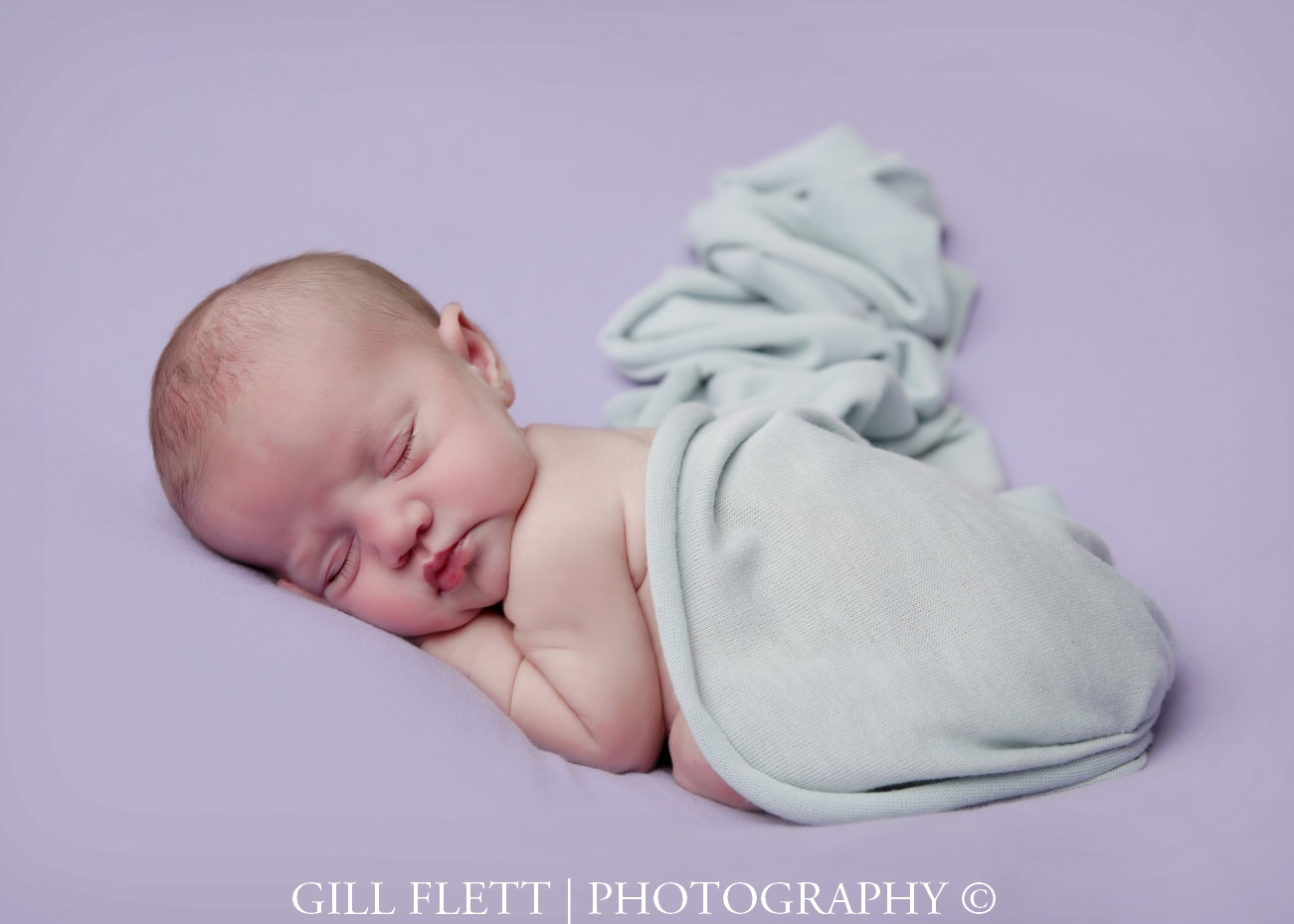 newborn-side-pose-lavendar-background-mint-gillflett-photo-london.jpg