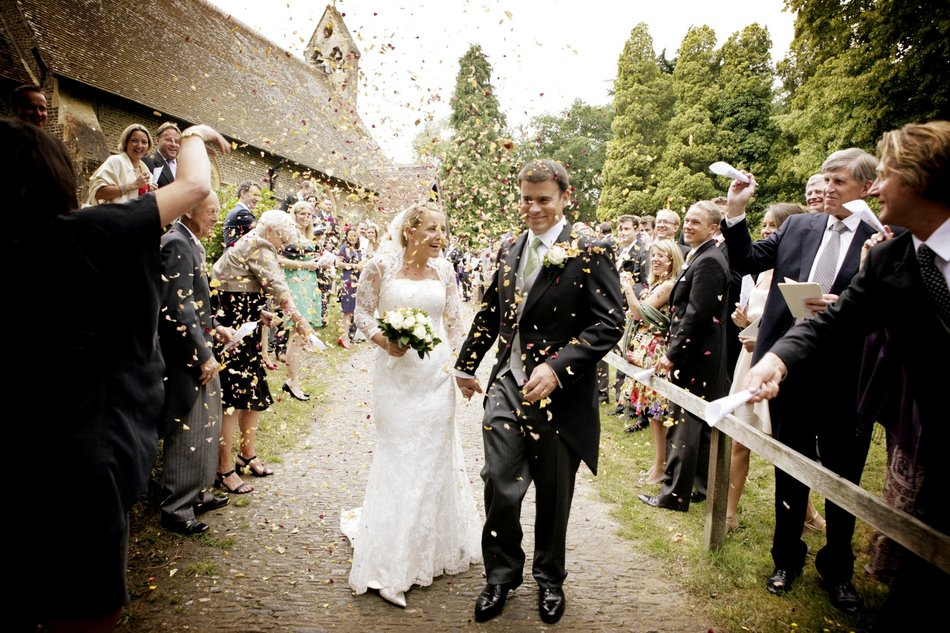 london wedding photographer confetti