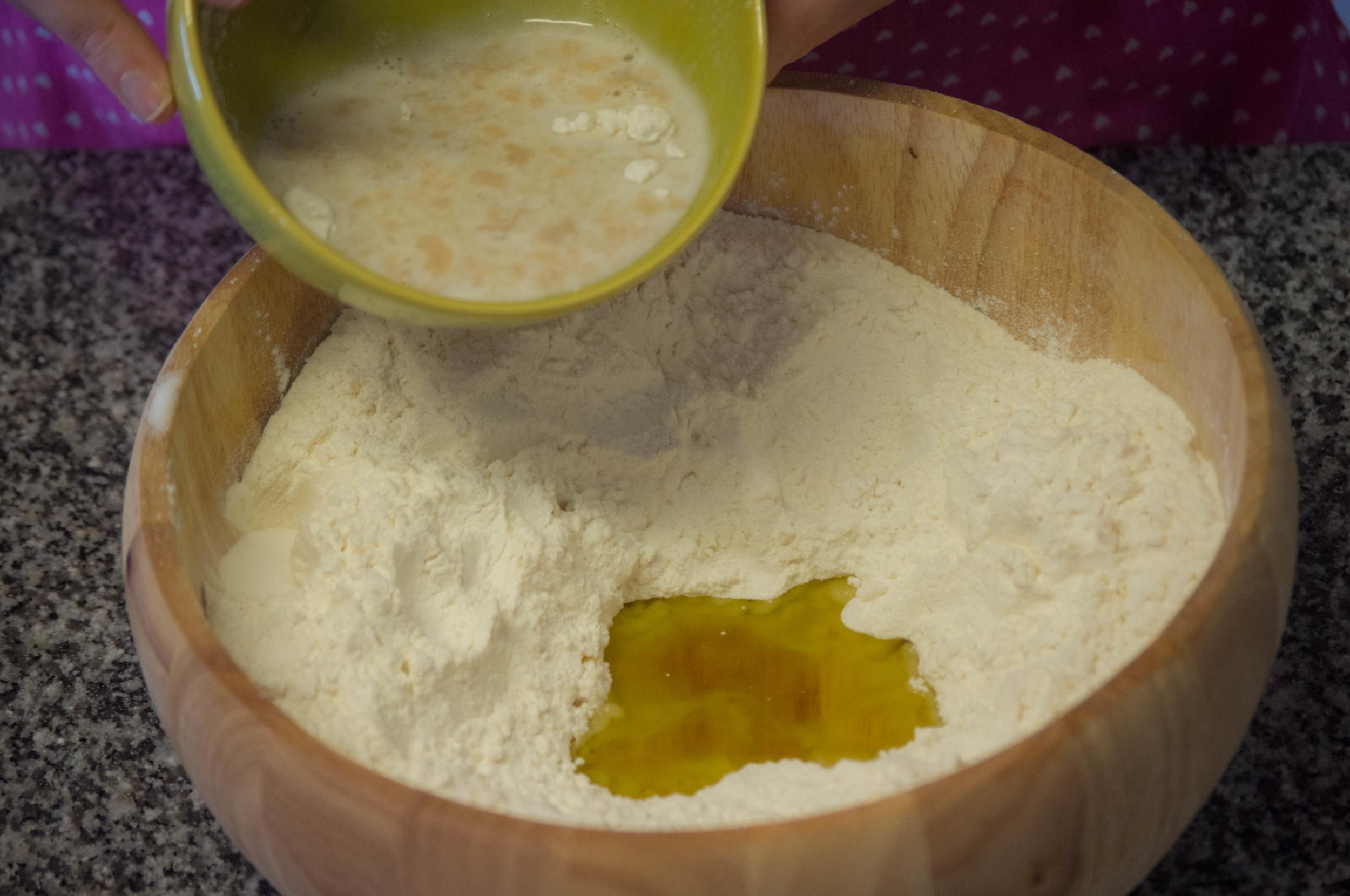 Agrega la esponja a la preparacion