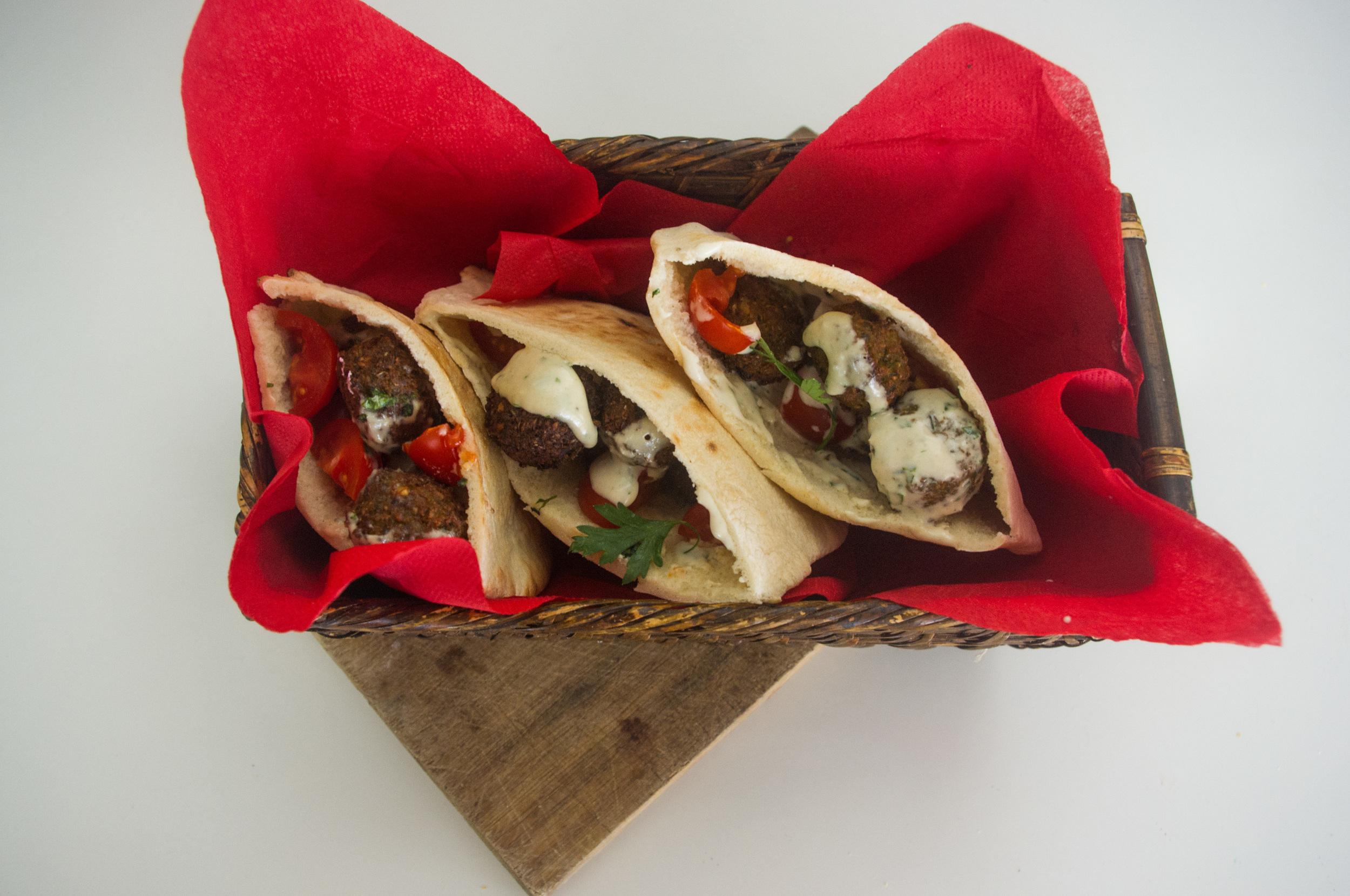 Se come al plato o en sándwich. Ideal que lo acompañes con Tahiney las ensaladas típicas, TE PROMETO QUE PRONTITO TE LAS ENSEÑO!!!
