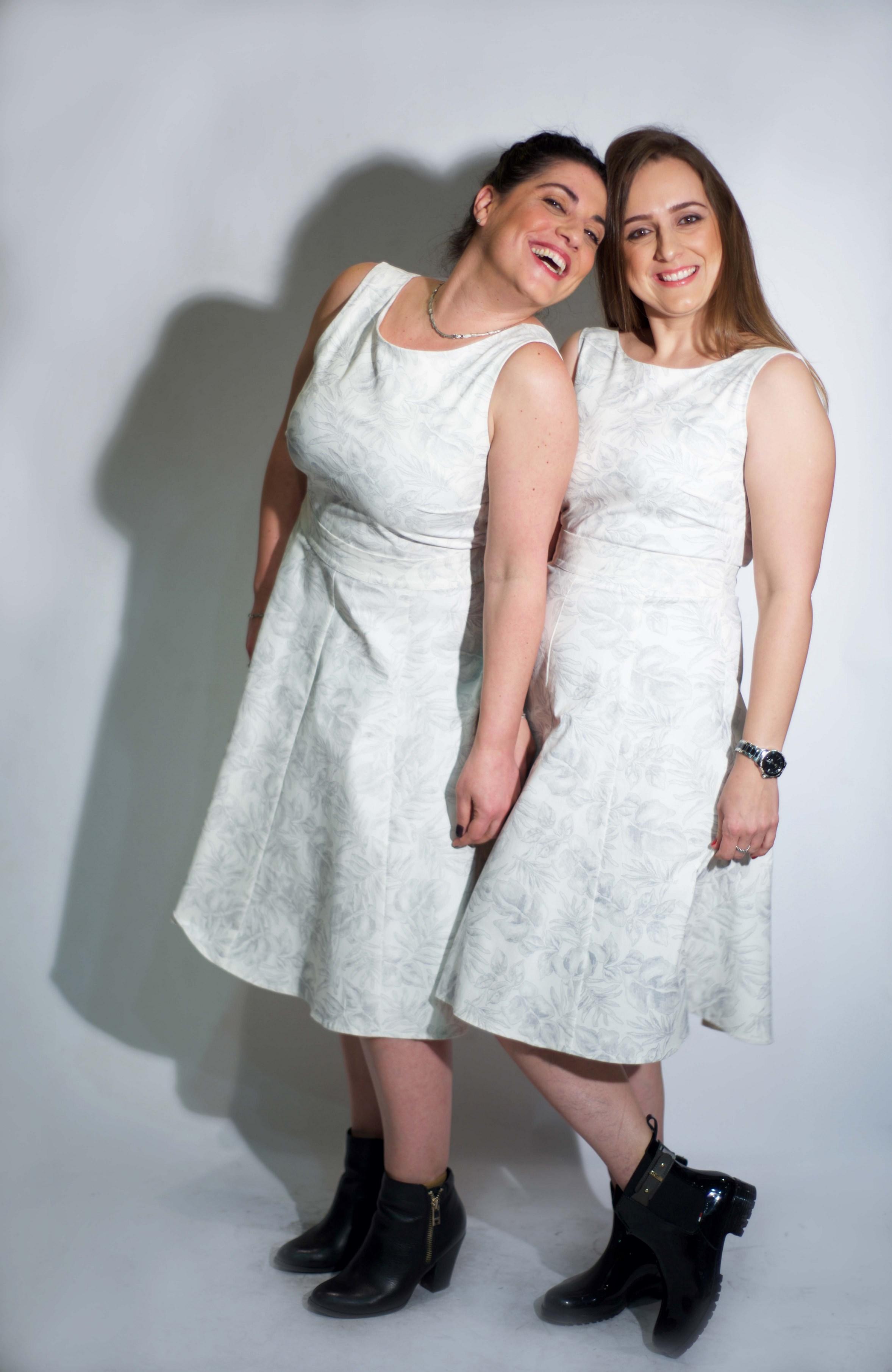 איילת יום טוב ושרית רחמינוב מדגמנות  שמלה של המעצבת טלי אימבר.  במכירה הגדולה רק 299 שח. בית טפר תל גיבורים 5 תא צילום מאיה שוהם (Copy).jpg