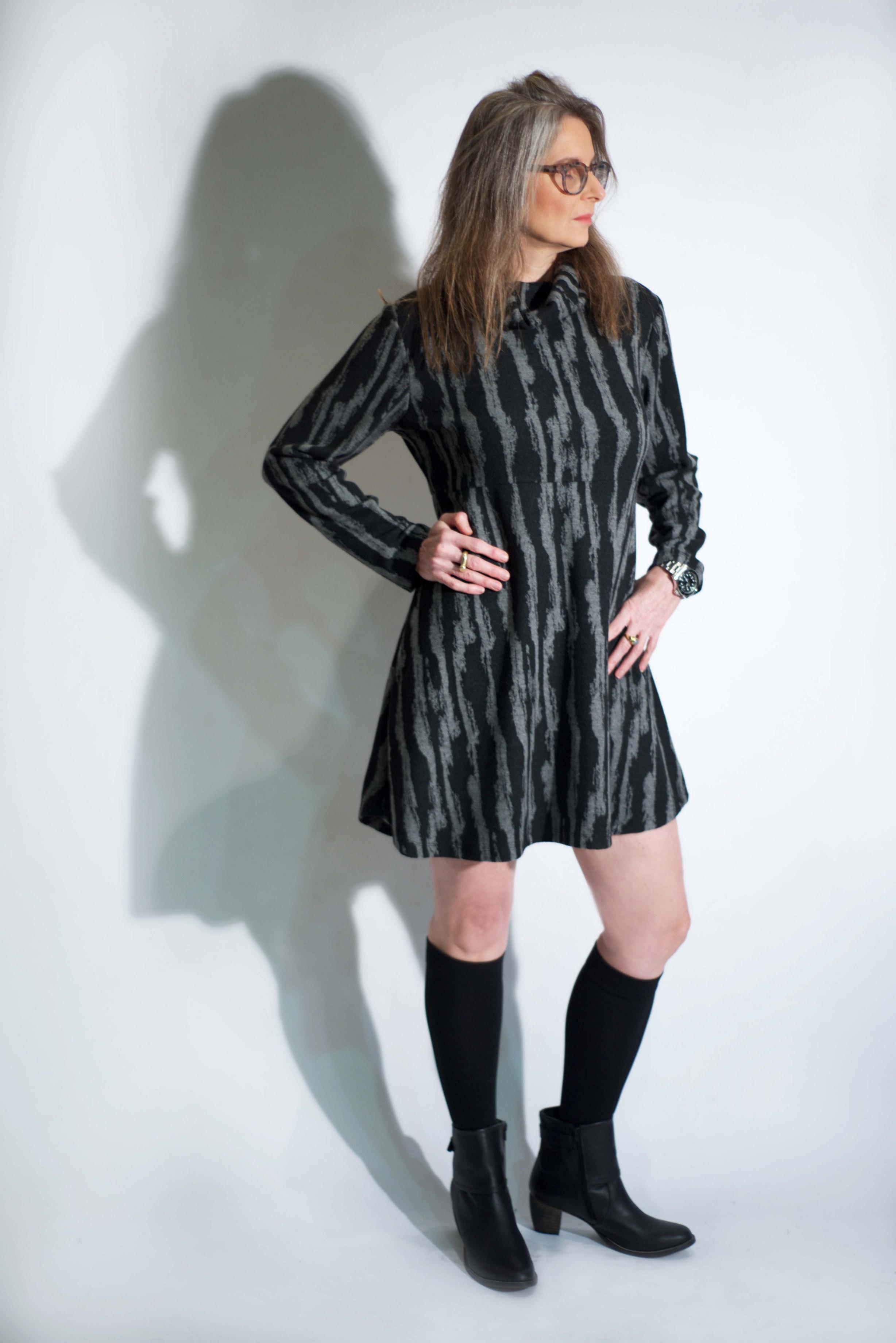 חוה ילין מדגמנת שמלה-טוניקה של המעצבת טלי אימבר.  במכירה הגדולה רק 199 שח. בית טפר תל גיבורים 5 תא צילום מאיה שוהם (Copy).jpg