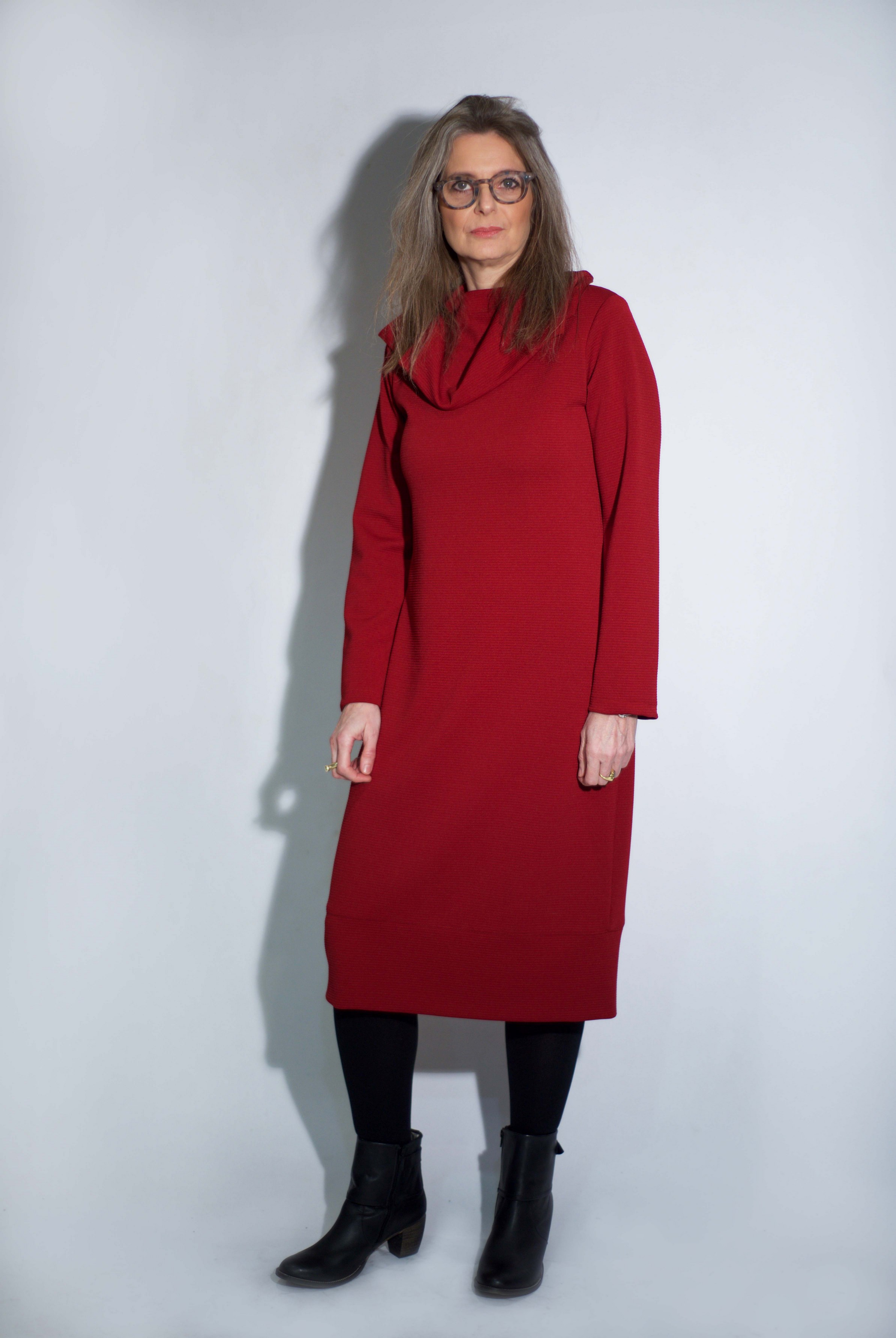 חוה ילין מדגמנת שמלהשל המעצבת טלי אימבר.  במכירה הגדולה רק 299 שח. בית טפר תל גיבורים 5 תא צילום מאיה שוהם (Copy).jpg