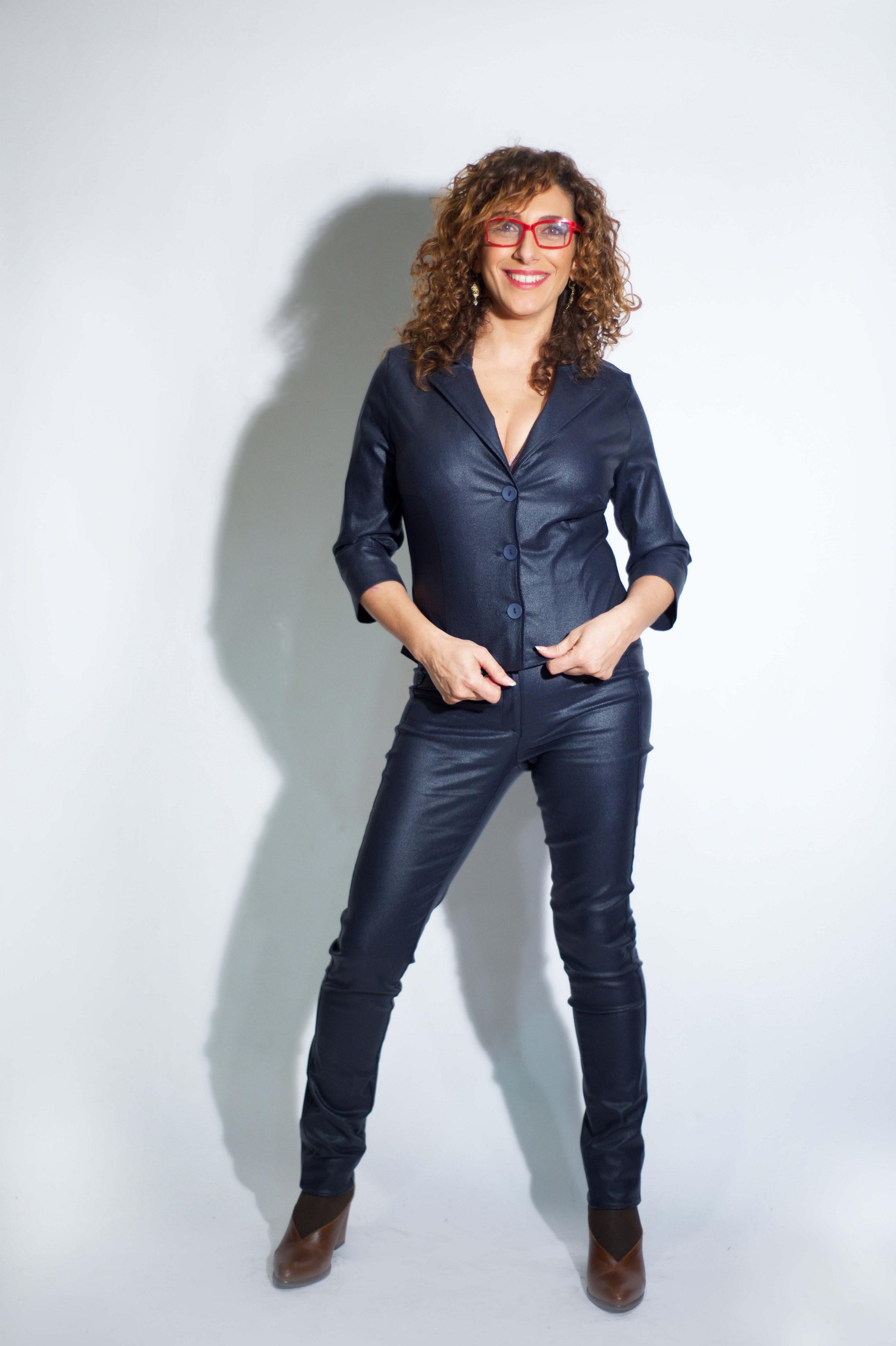 רונית קריספין מדגמנת לוקשל המעצבת טלי אימבר.  במכירה הגדולה גקט 179 מכנסיים 229. בית טפר תל גיבורים 5 תא צילום מאיה שוהם (Copy).jpg