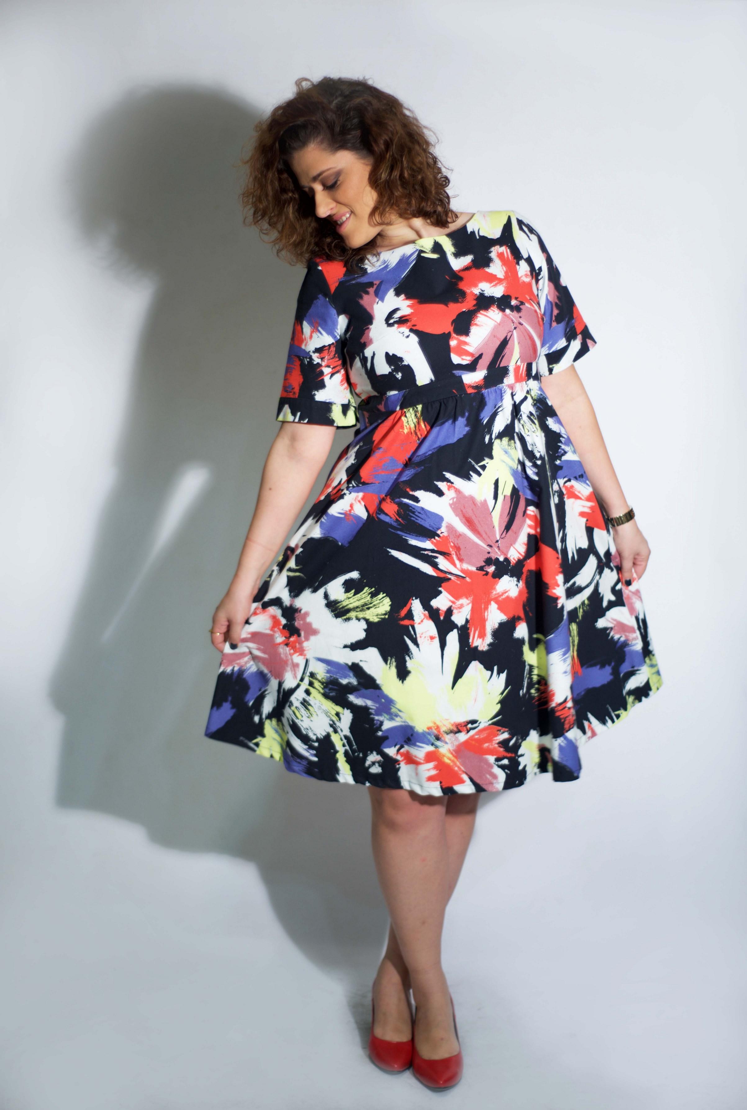 שרון בלום מדגמנת שמלהשל המעצבת טלי אימבר.  במכירה הגדולה רק 299 שח. בית טפר תל גיבורים 5 תא צילום מאיה שוהם (Copy).jpg