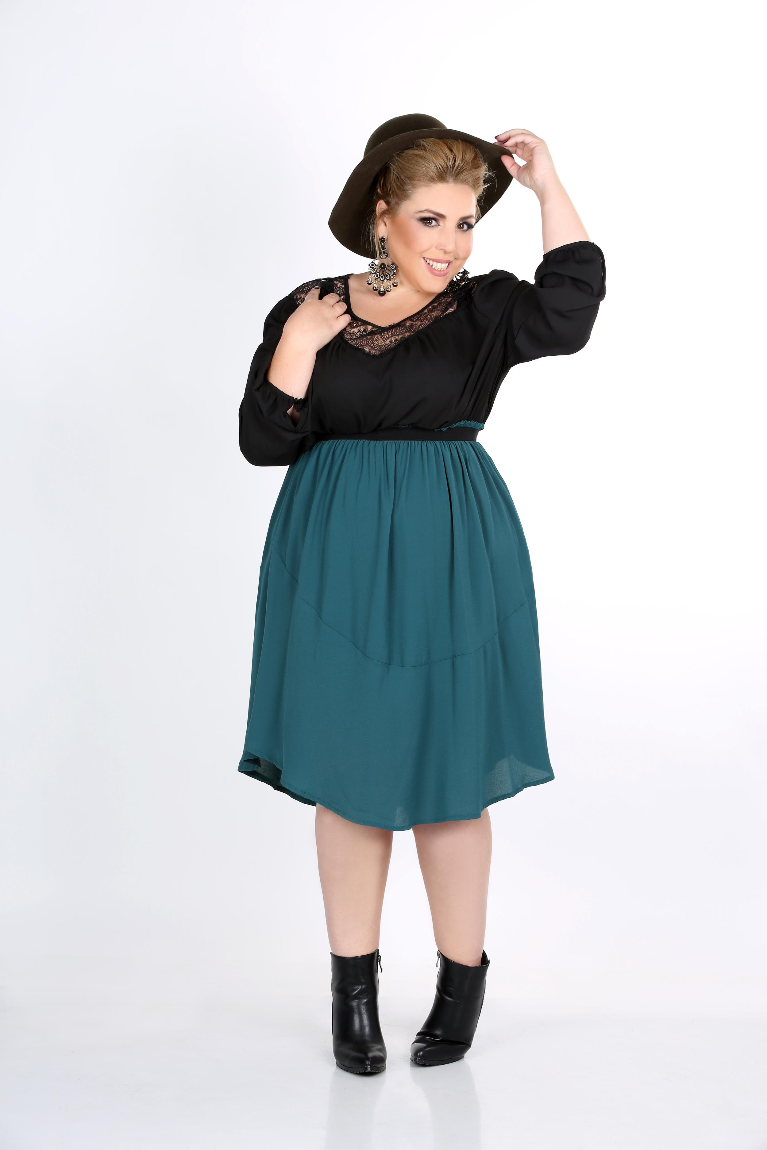 חולצה 299 חצאית ירוקה 279 NOEMI PLUS בזל 32 תל אביב צילום יעל ונעמי צלמות.JPG