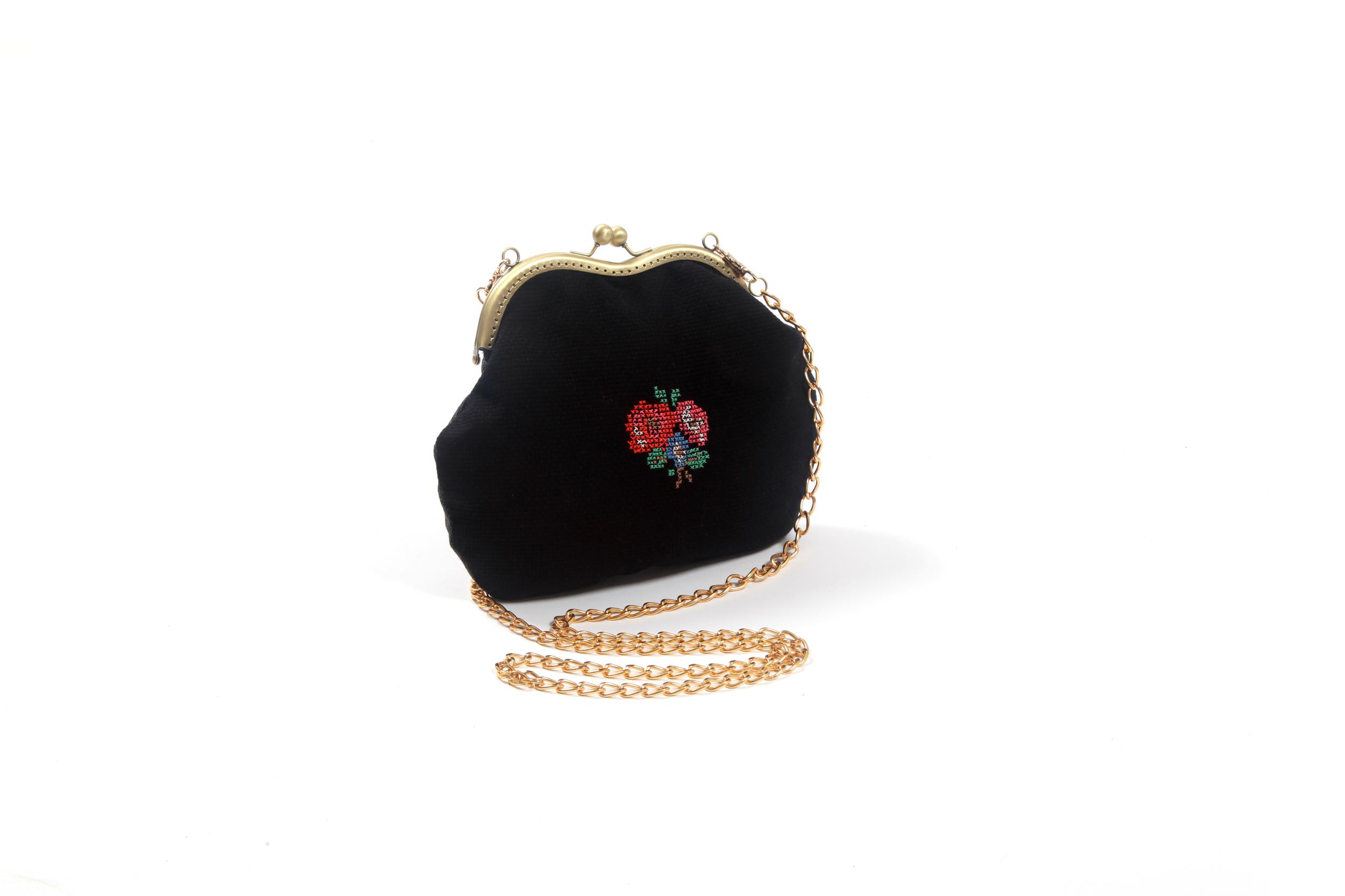 פזית בן אדוה תיק קלאץ רקמת זר פרחים מחיר 279 שח צילום אורן וקסלר .jpg