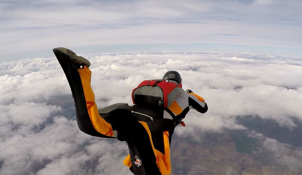 360 degree turn on a formation skydive