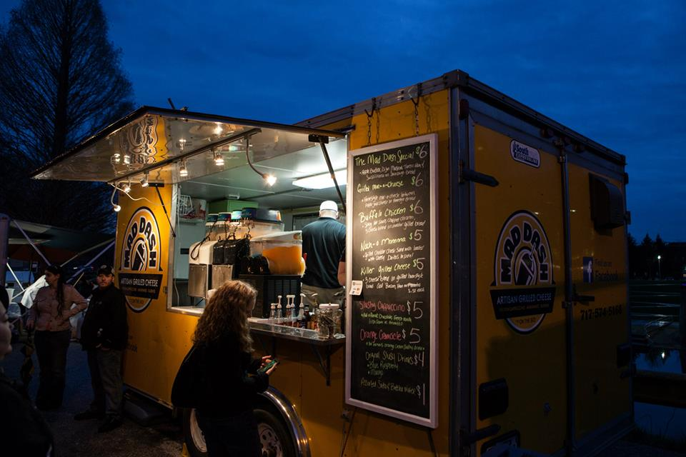 mad-dash-grilled-cheese-food-truck-at-night