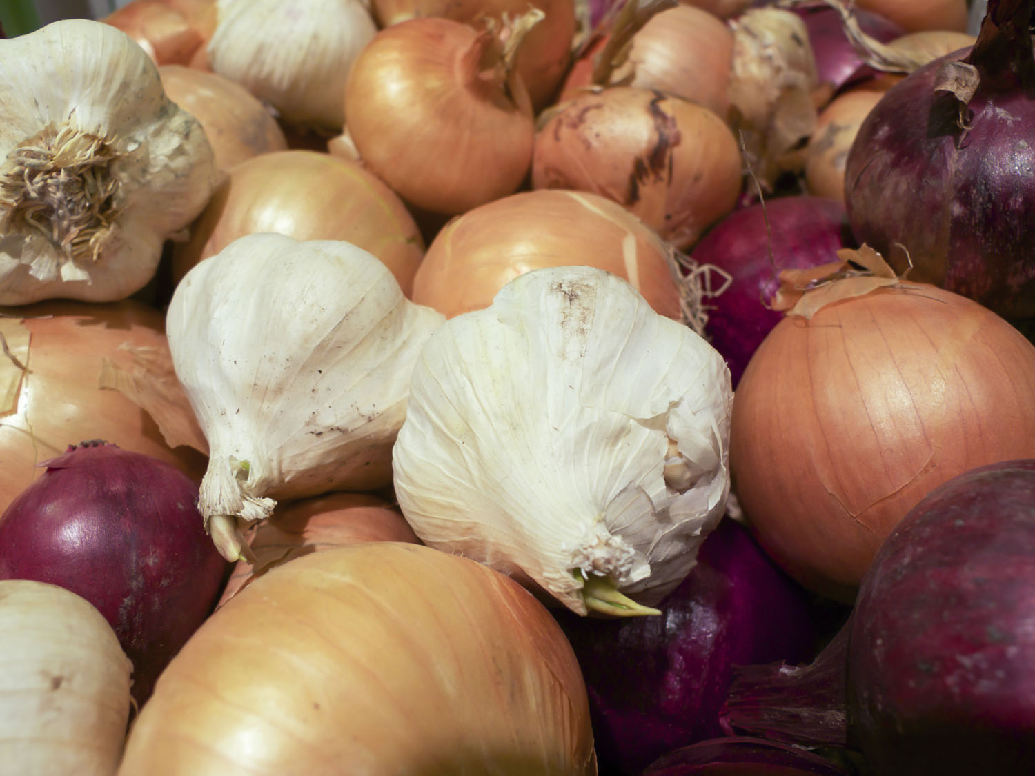 Pair garlic with onions to maximize the release of organosulfer compounds that benefit cardiovascular health.